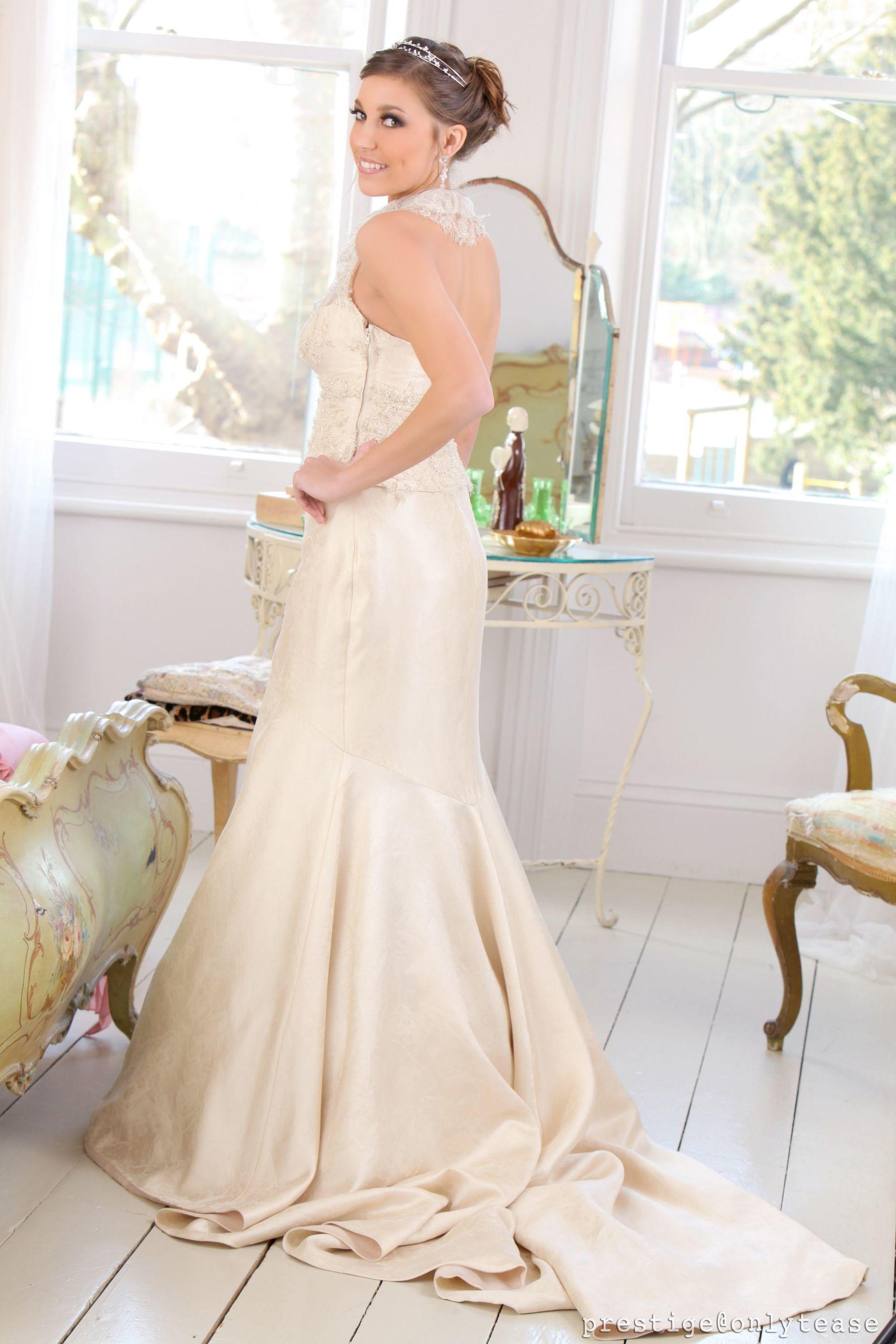 VOL.879 [OnlyTease] Ava Watts 婚纱诱惑超高清写真图片