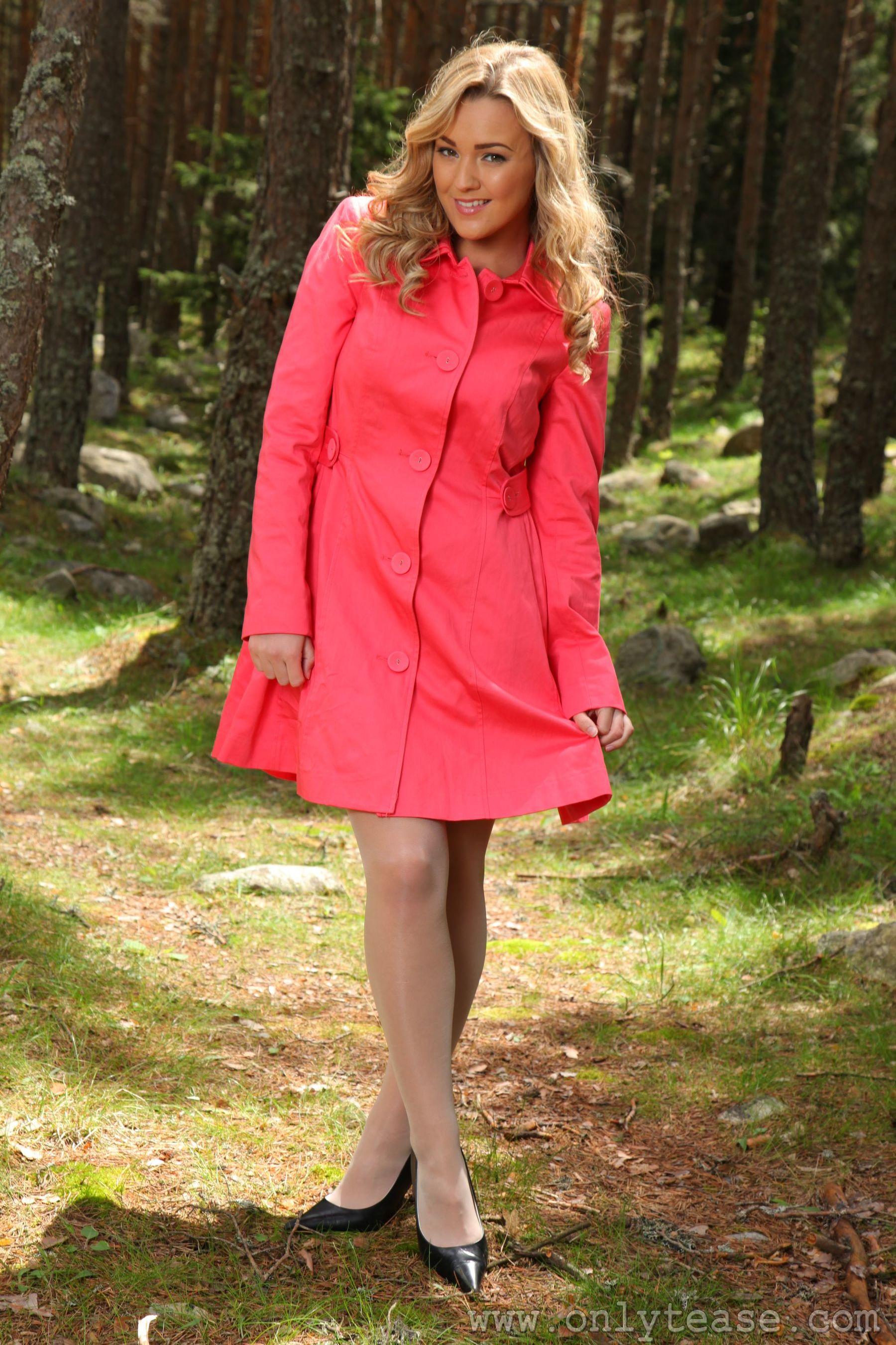 VOL.448 [OnlyTease丝袜] Jodie Gasson《外拍风衣+丝袜诱惑》超高清写真图片