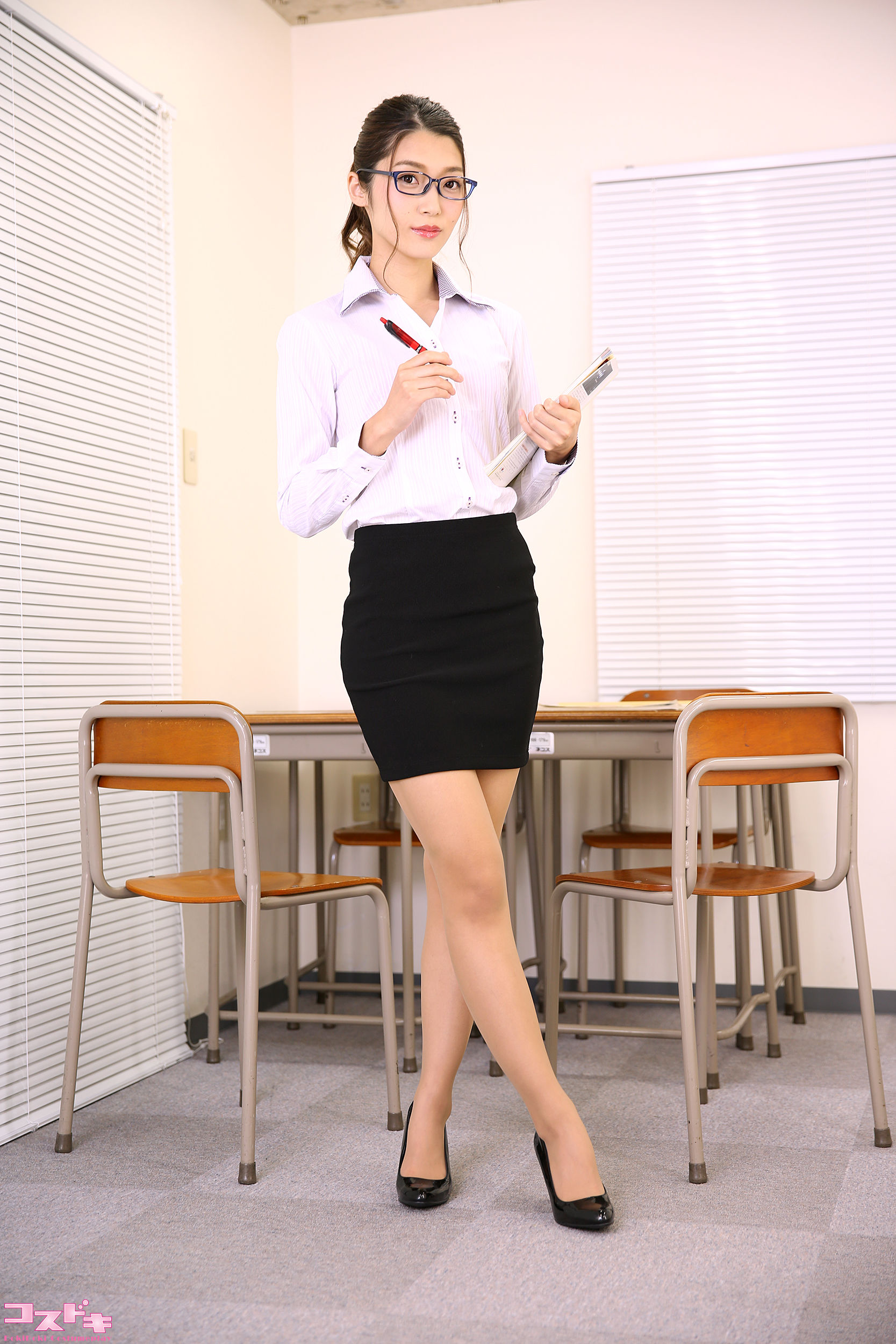 VOL.813 [Cosdoki]丝袜诱惑老师:香苗玲音(香苗レノン)超高清写真套图(47P)