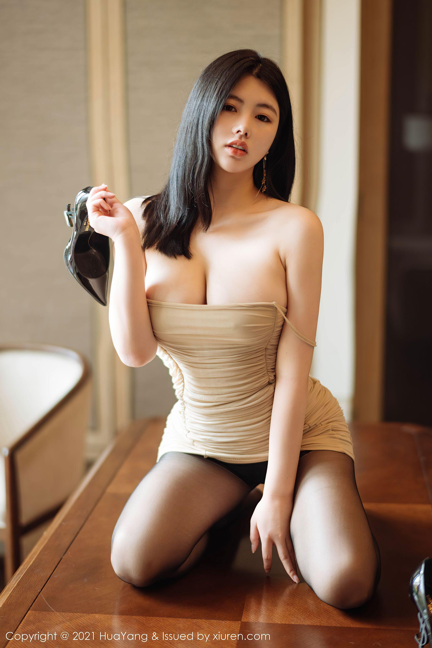 VOL.42 [花漾]巨乳美乳黑丝诱惑:娜露(娜露Selena)超高清写真套图(53P)