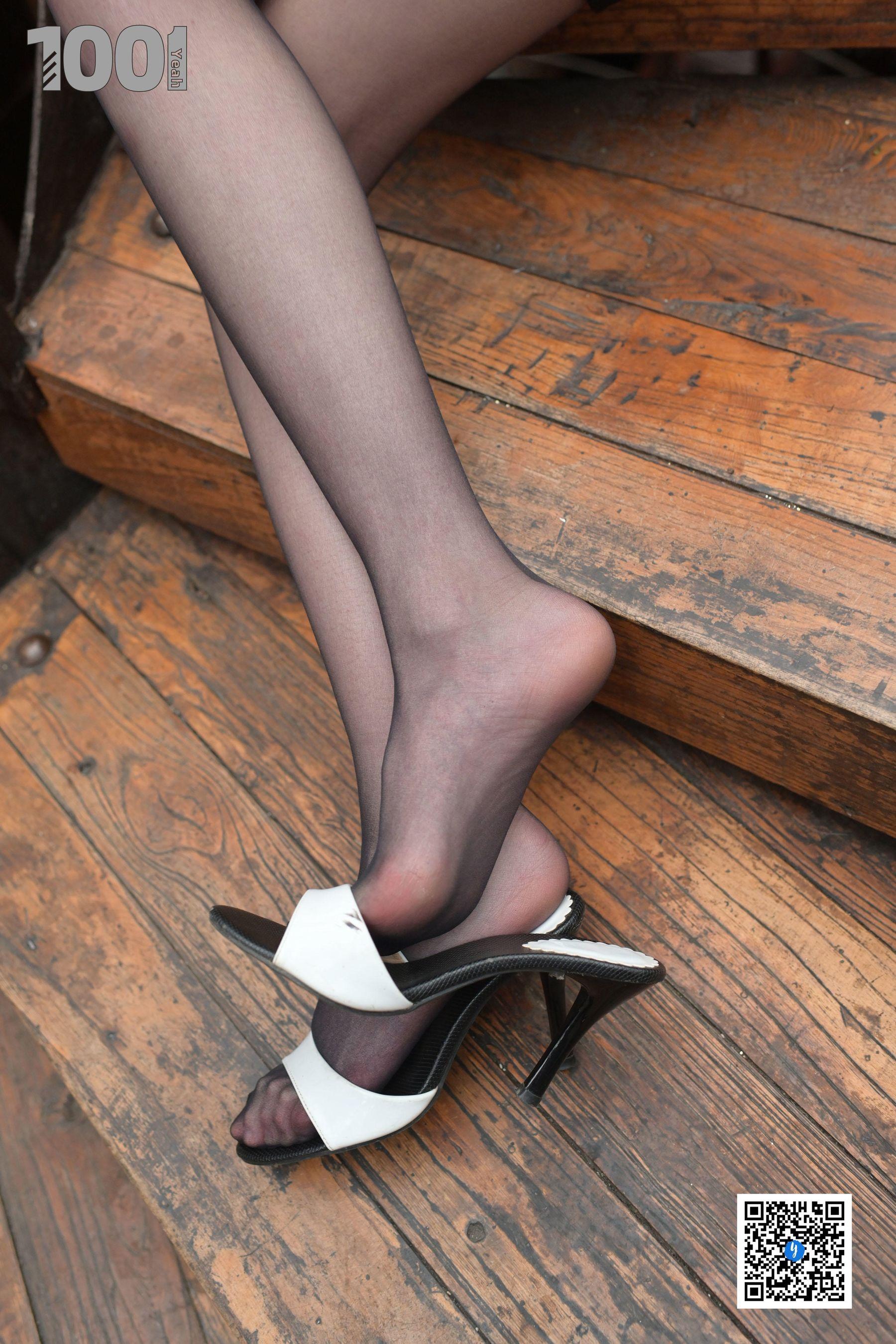 VOL.218 [异思趣向]街拍黑丝街拍美腿:草莓超高清写真套图(70P)