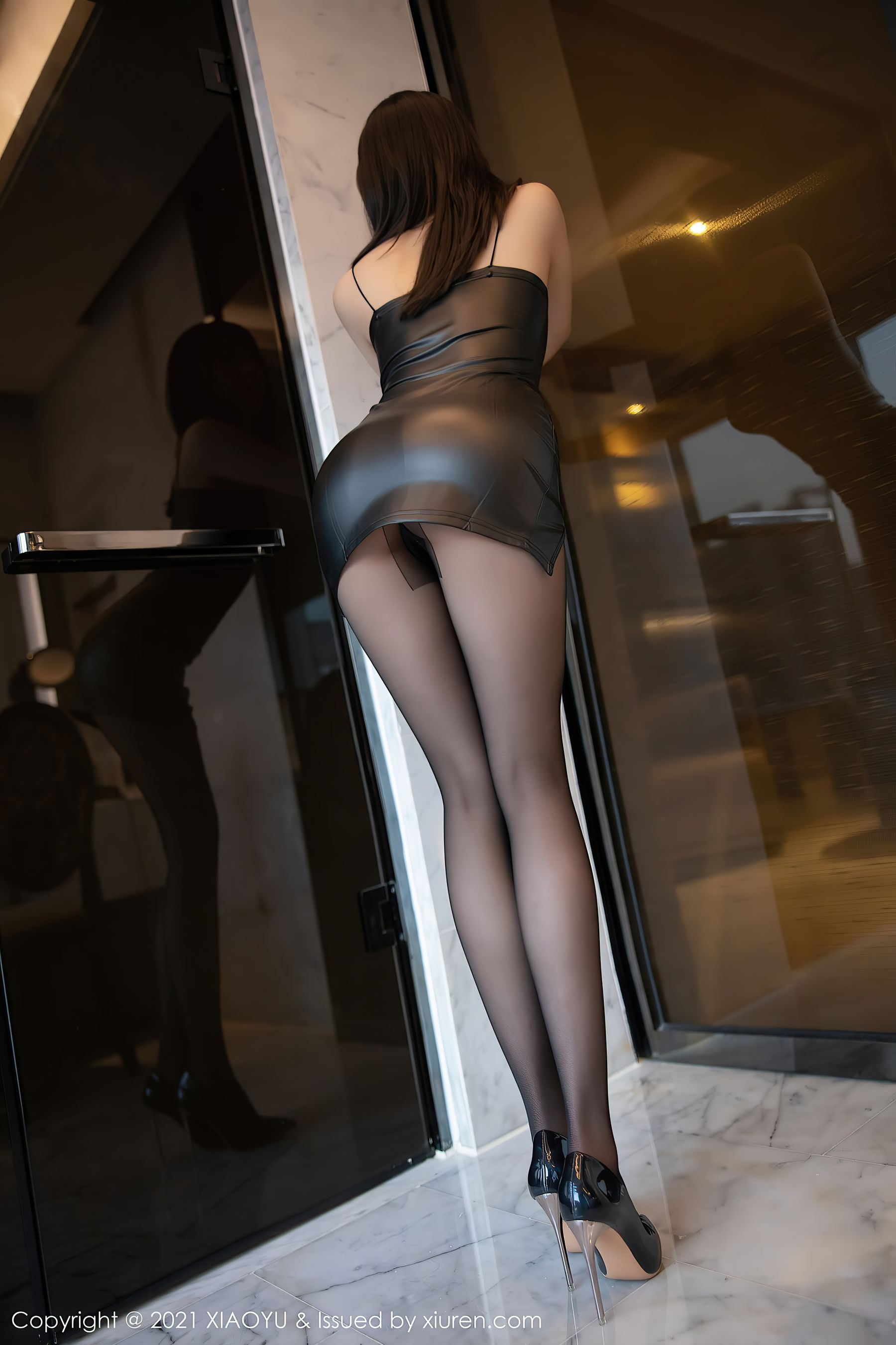 VOL.1658 [语画界]情趣皮衣美女丝袜美臀黑丝美腿:蜜桃酱o超高清写真套图(69P)