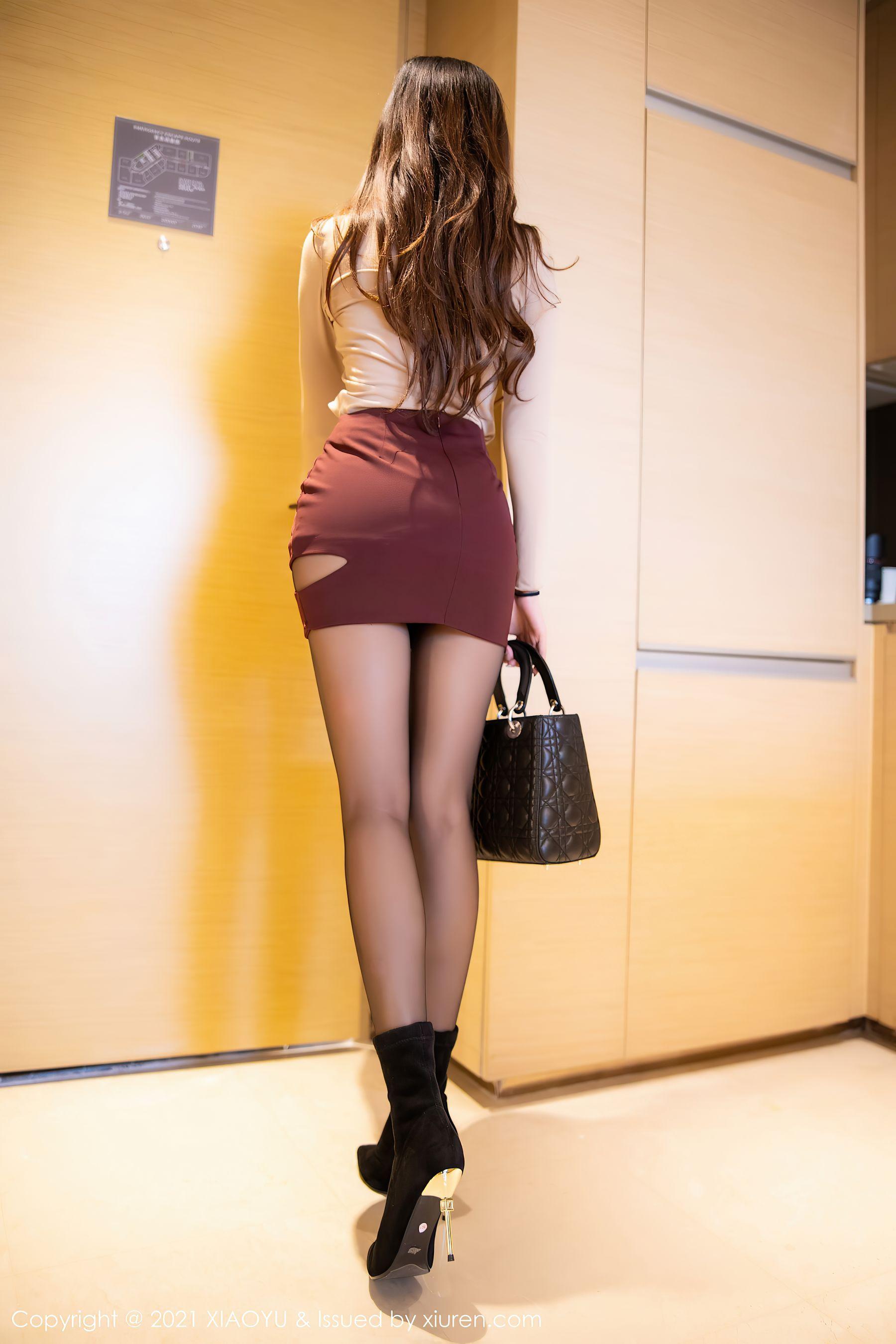 VOL.1893 [语画界]丝袜美臀丝袜女郎黑丝美腿:杨紫嫣(杨紫嫣Cynthia)超高清写真套图(76P)