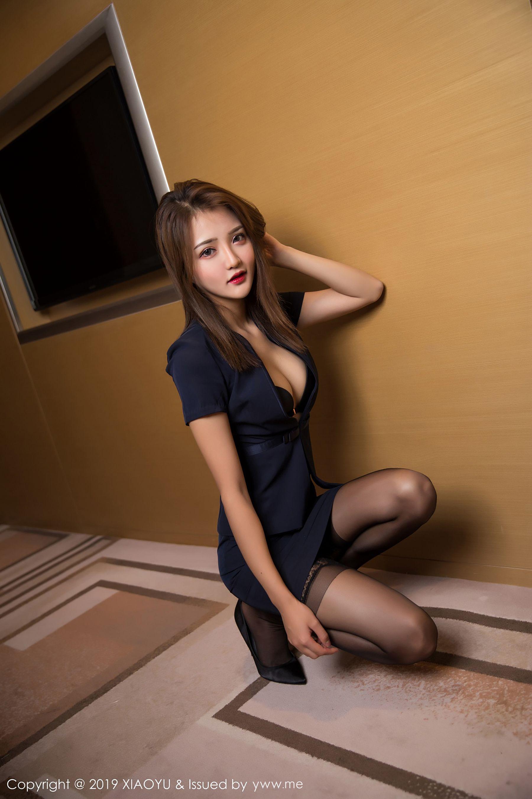 VOL.1895 [语画界]丝袜美腿丝袜女郎丝袜短裙:Miko酱吖(Miko酱)超高清写真套图(56P)