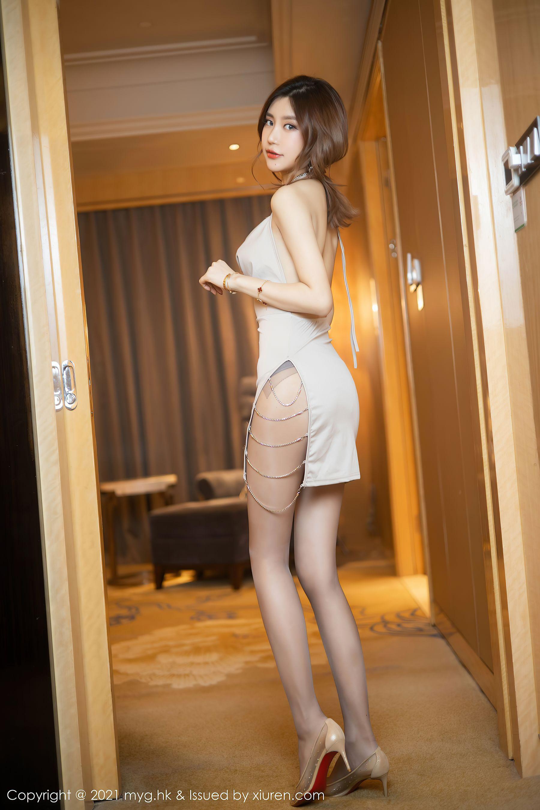 VOL.1660 [美媛馆]丝袜女郎吊带:Carina梦绮(绮里嘉Ula)超高清写真套图(60P)