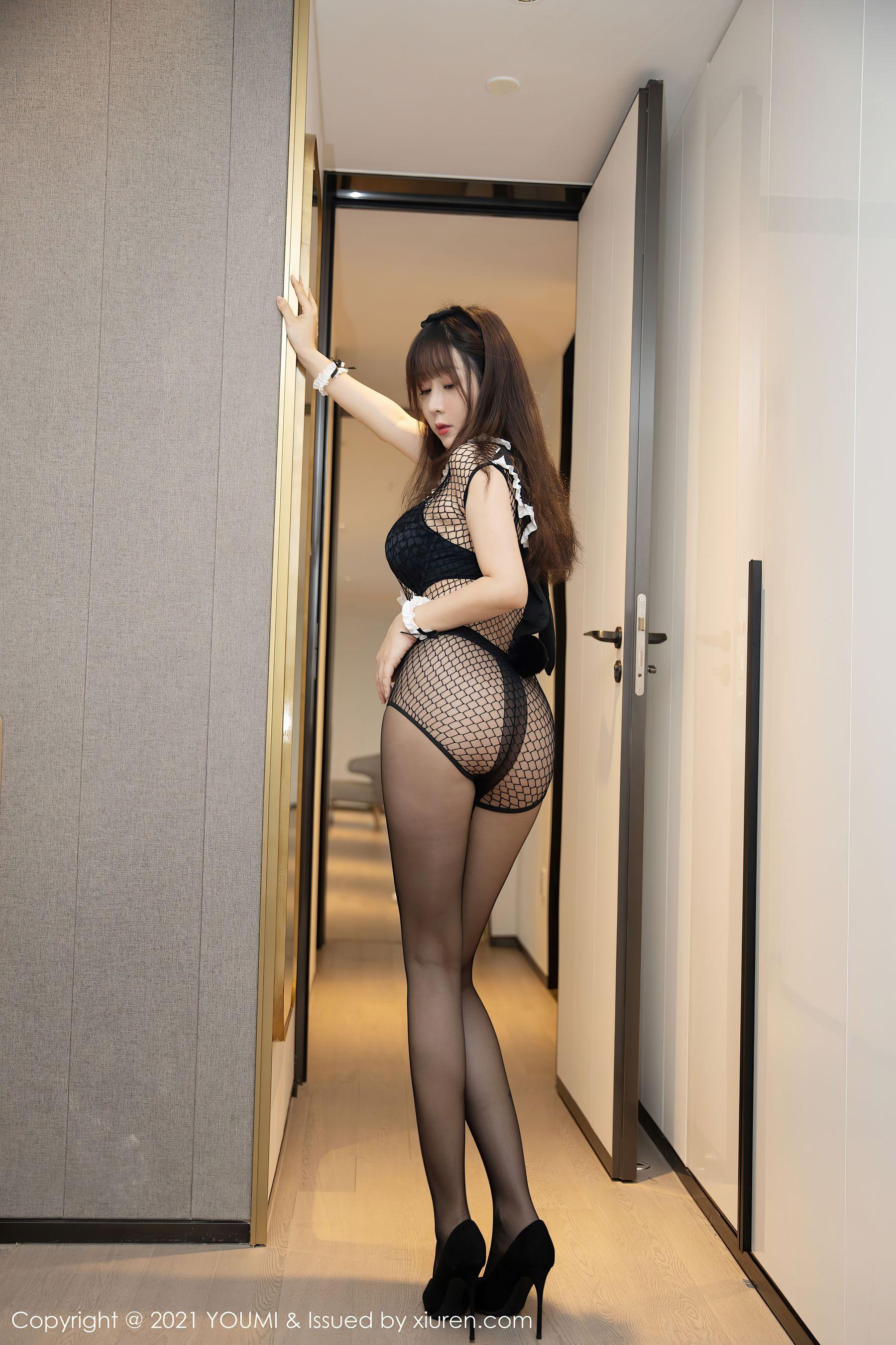 VOL.800 [尤蜜荟]网袜丝袜诱惑黑丝制服:王雨纯(王语纯)超高清写真套图(48P)