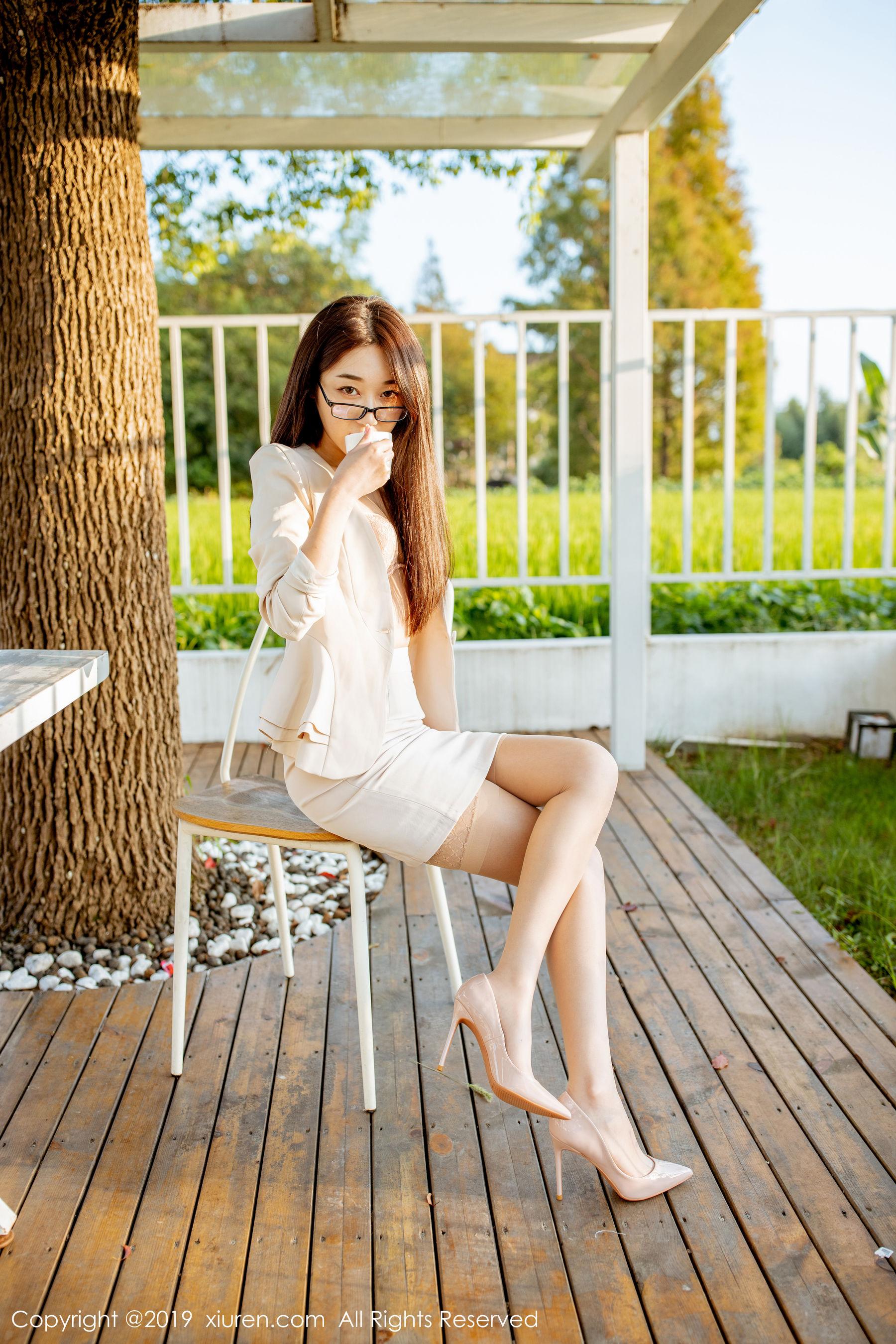 VOL.1307 [秀人网]极品女神丝袜美腿OL美女西装美女:九月生(小九月)高品质写真套图(63P)