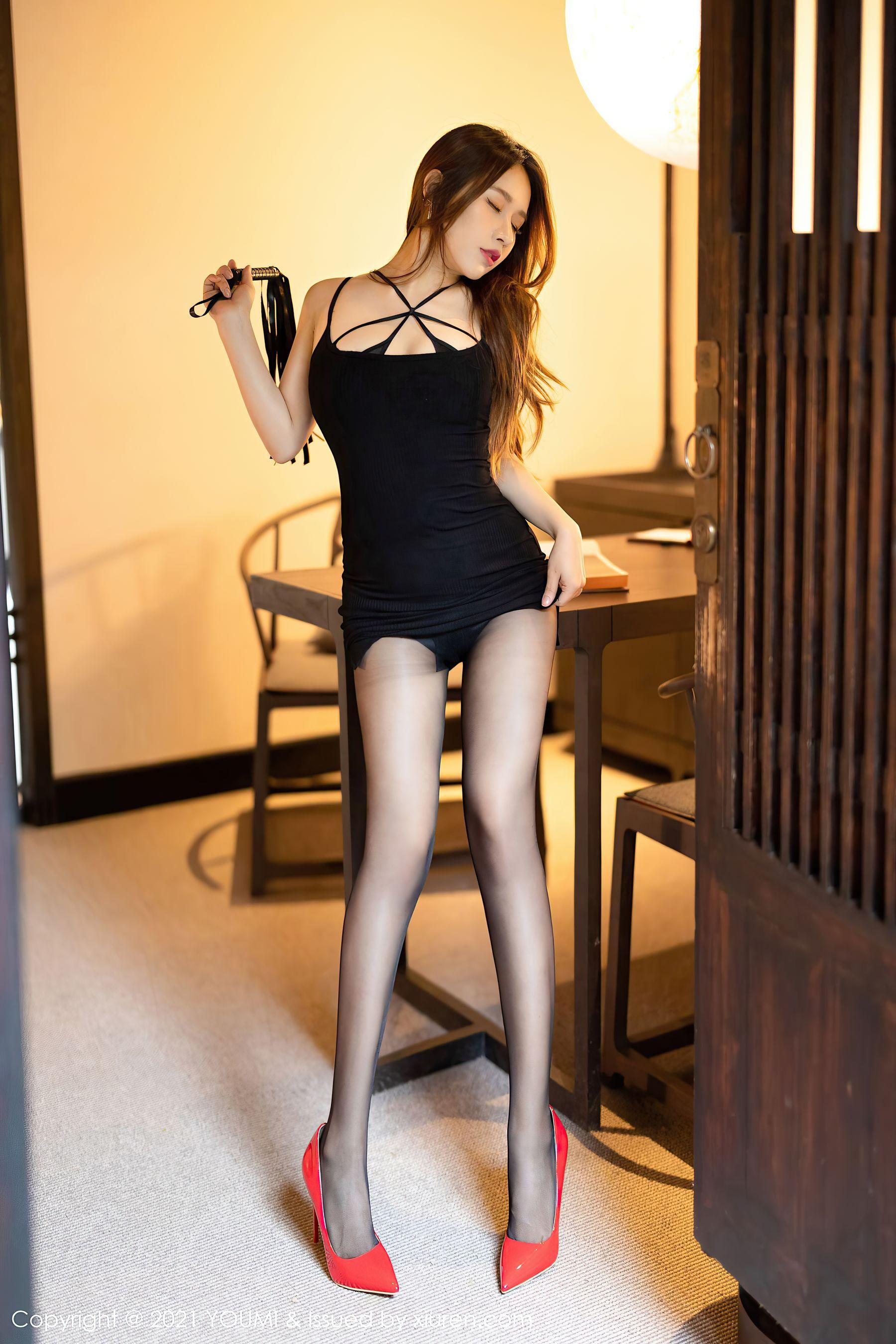 VOL.1643 [尤蜜荟]丝袜女郎黑丝诱惑:徐安安超高清写真套图(42P)