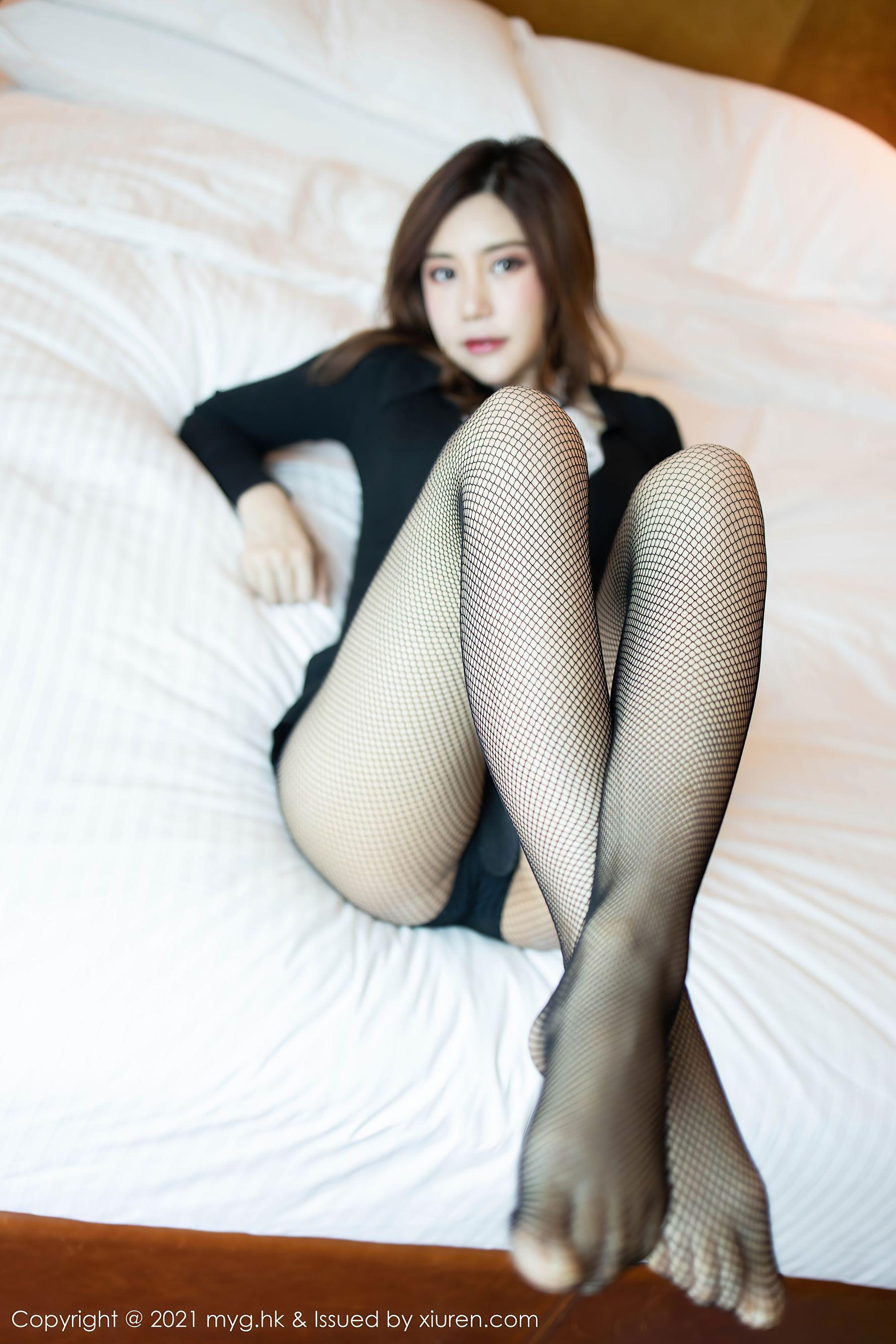 VOL.1298 [美媛馆]网袜床上黑丝诱惑:Carina梦绮(绮里嘉Ula)超高清写真套图(69P)
