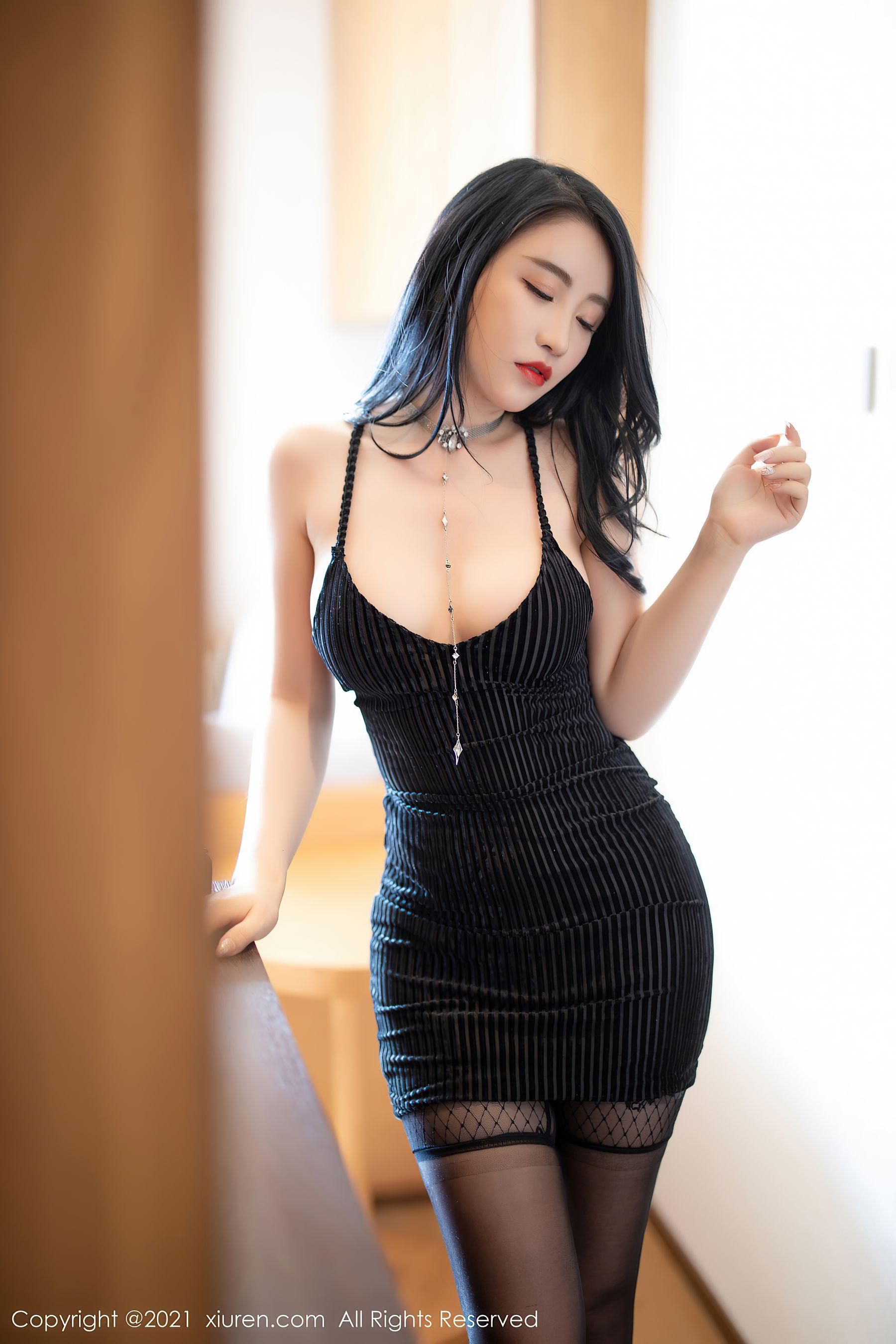 VOL.563 [秀人网]白嫩丝袜女郎吊带:绯月樱(绯月樱Cherry,谢芷馨)超高清写真套图(58P)