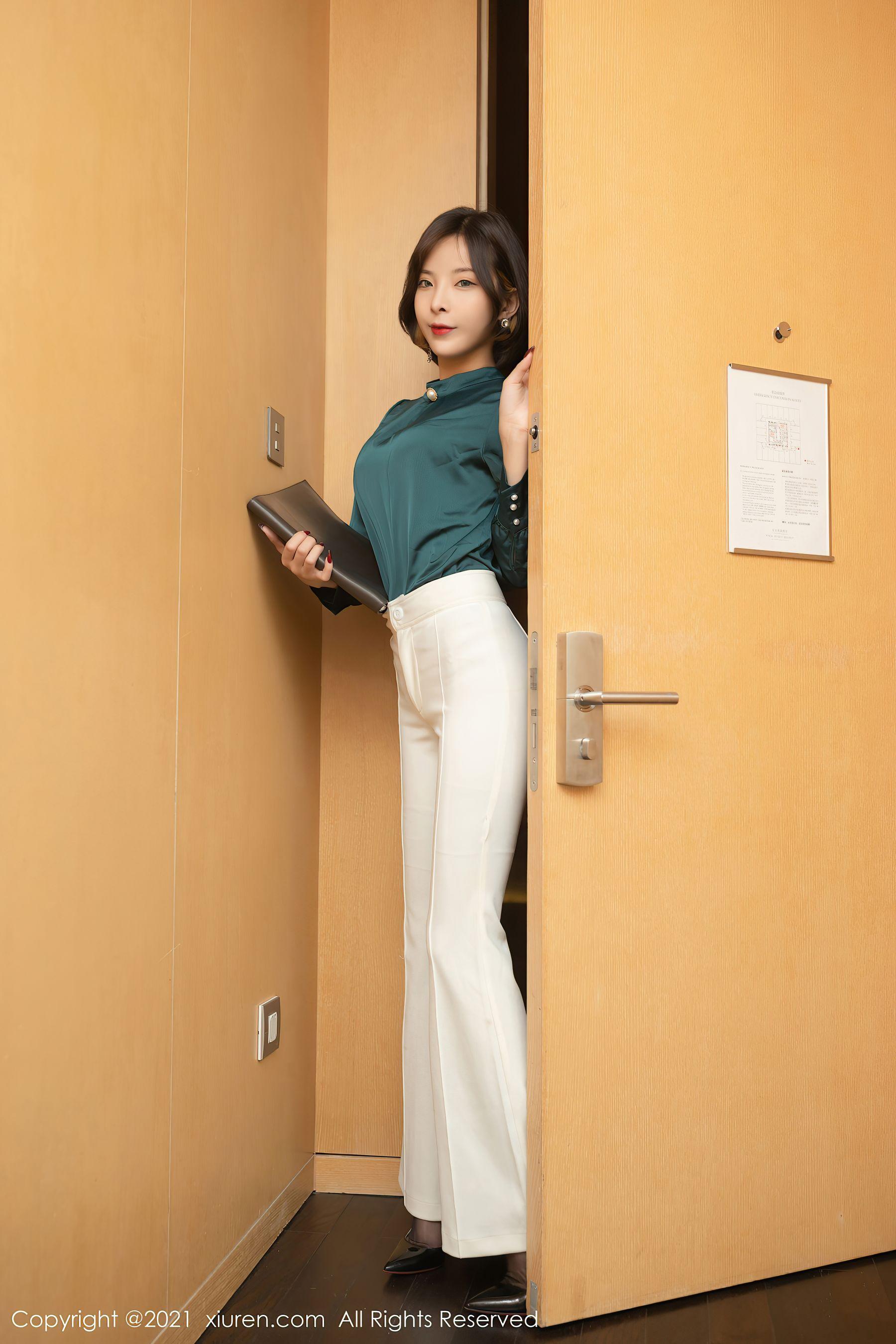VOL.754 [秀人网]紧身裤白领丽人美女故事:陈小喵(陈小喵Aurora,原天夕子)高品质写真套图(83P)