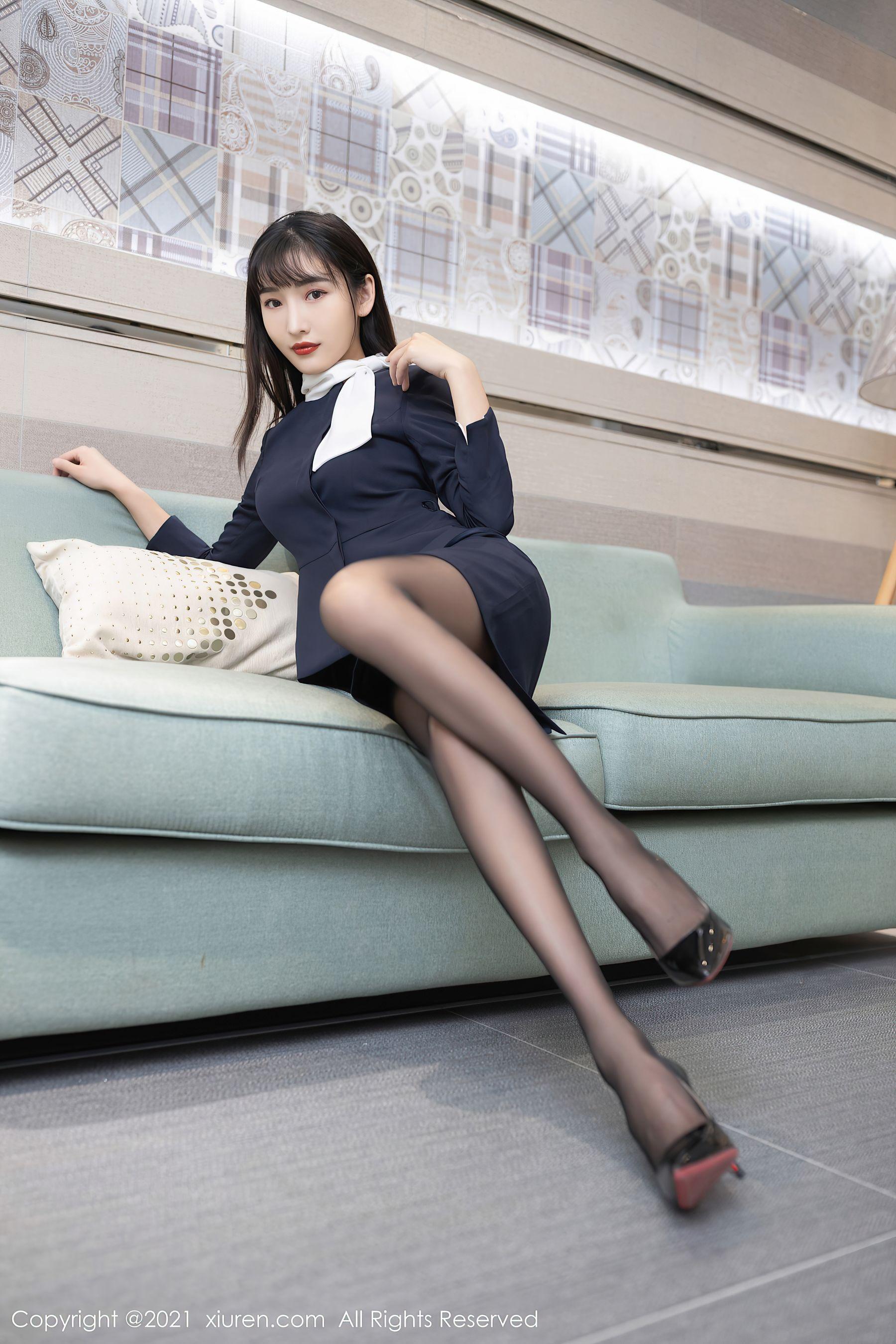 VOL.554 [秀人网]黑丝美腿黑丝制服白领丽人:陆萱萱(萱萱Cecilia)超高清写真套图(82P)