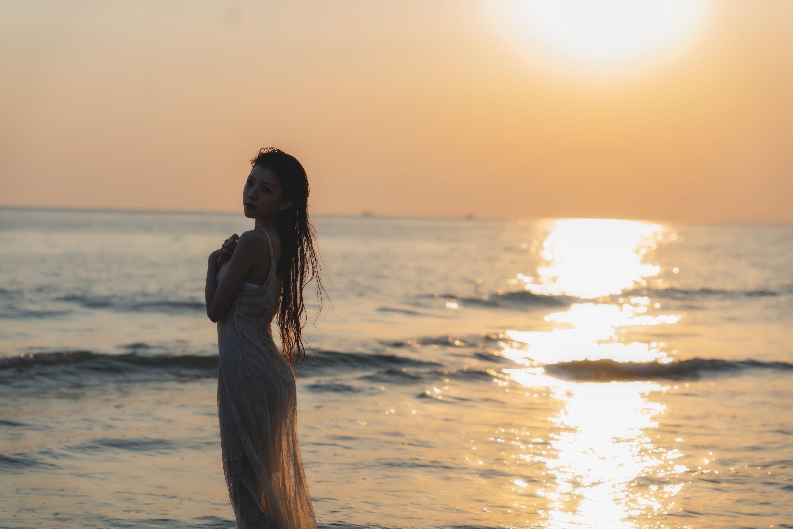 VOL.959 [网络美女]湿身海边美女:桜桃喵超高清写真套图(33P)