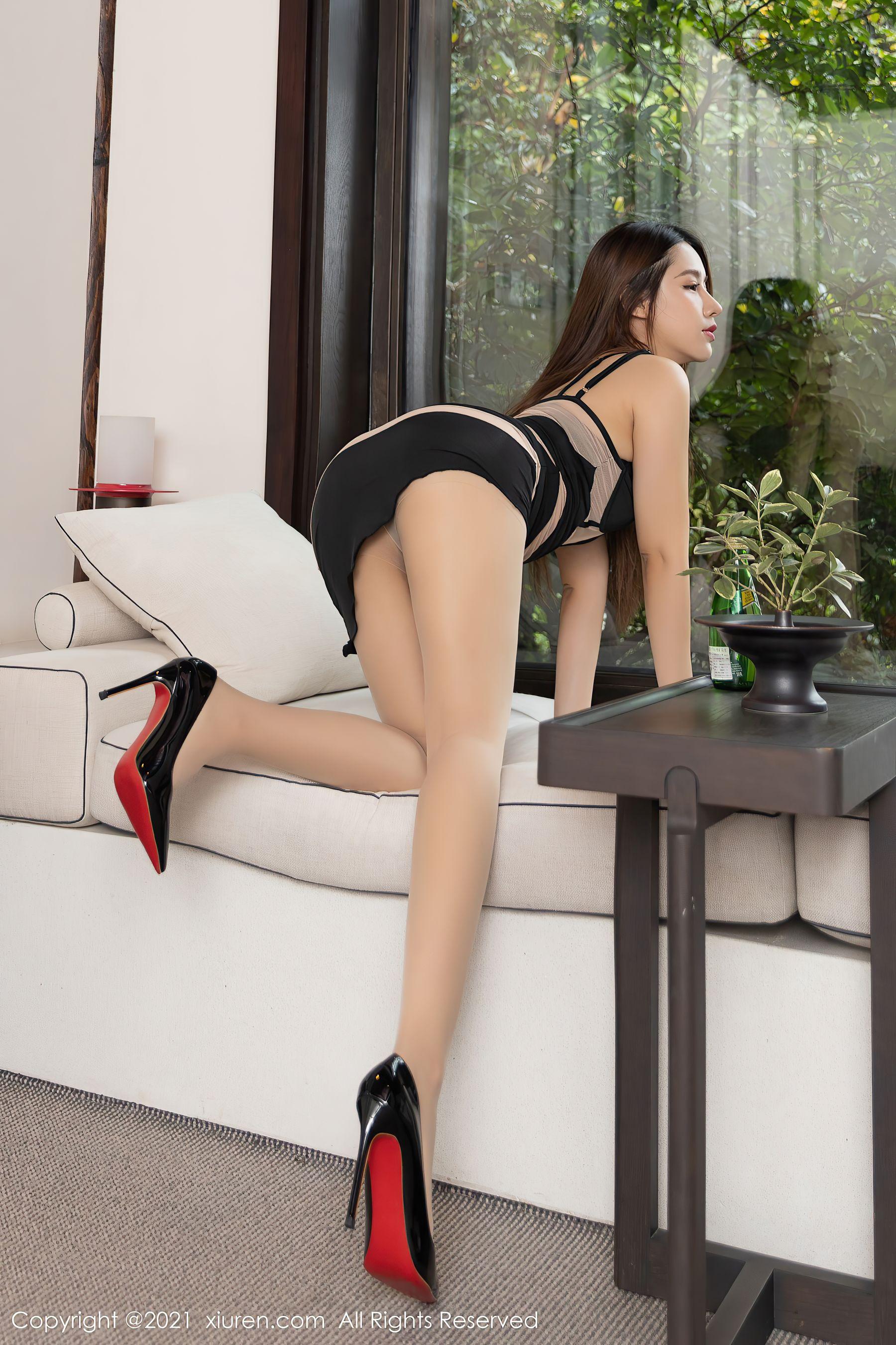 VOL.539 [秀人网]美腿丝袜美臀:徐安安超高清写真套图(47P)