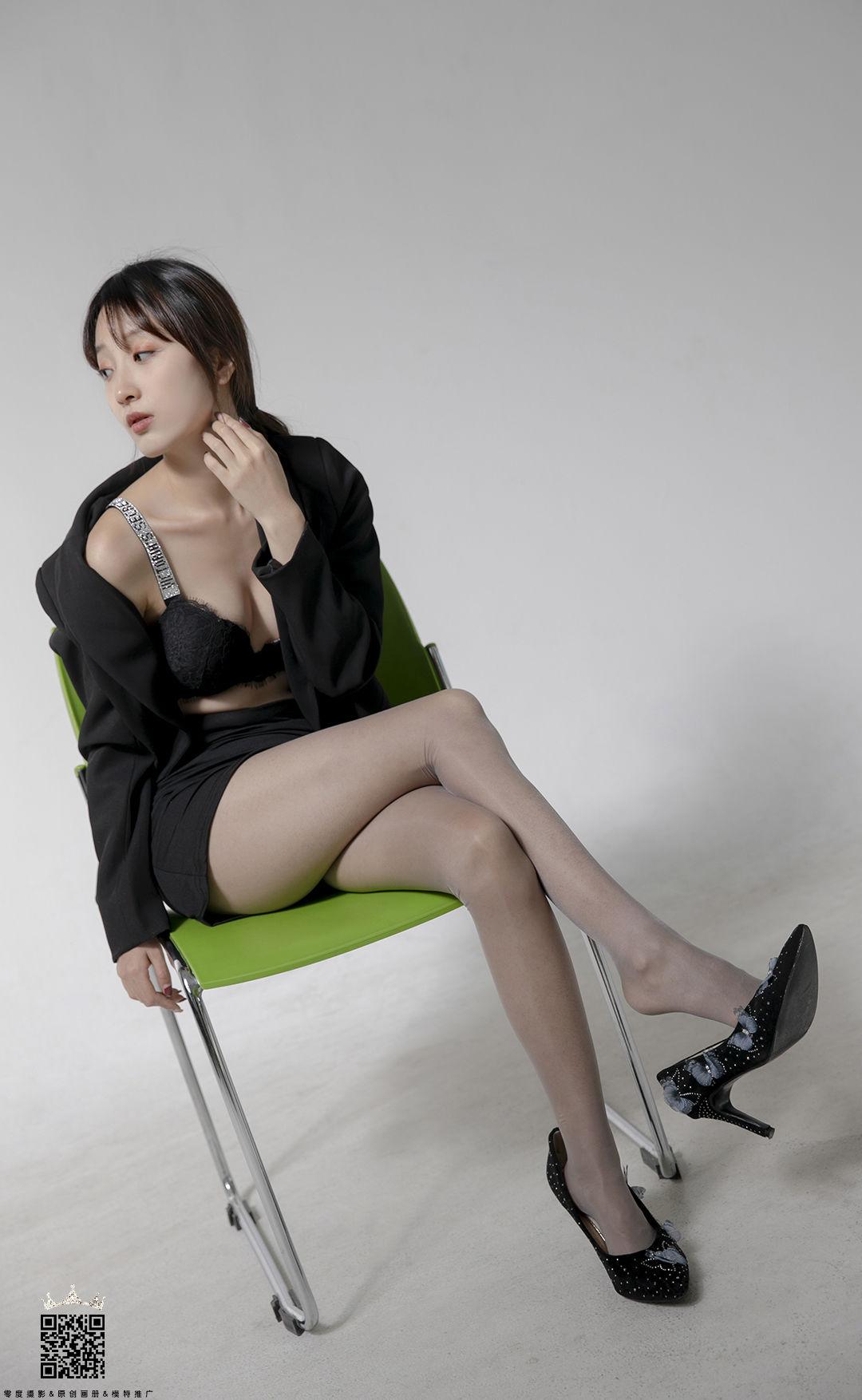 VOL.1315 [LD零度]丝袜女郎:小香菜高品质写真套图(44P)