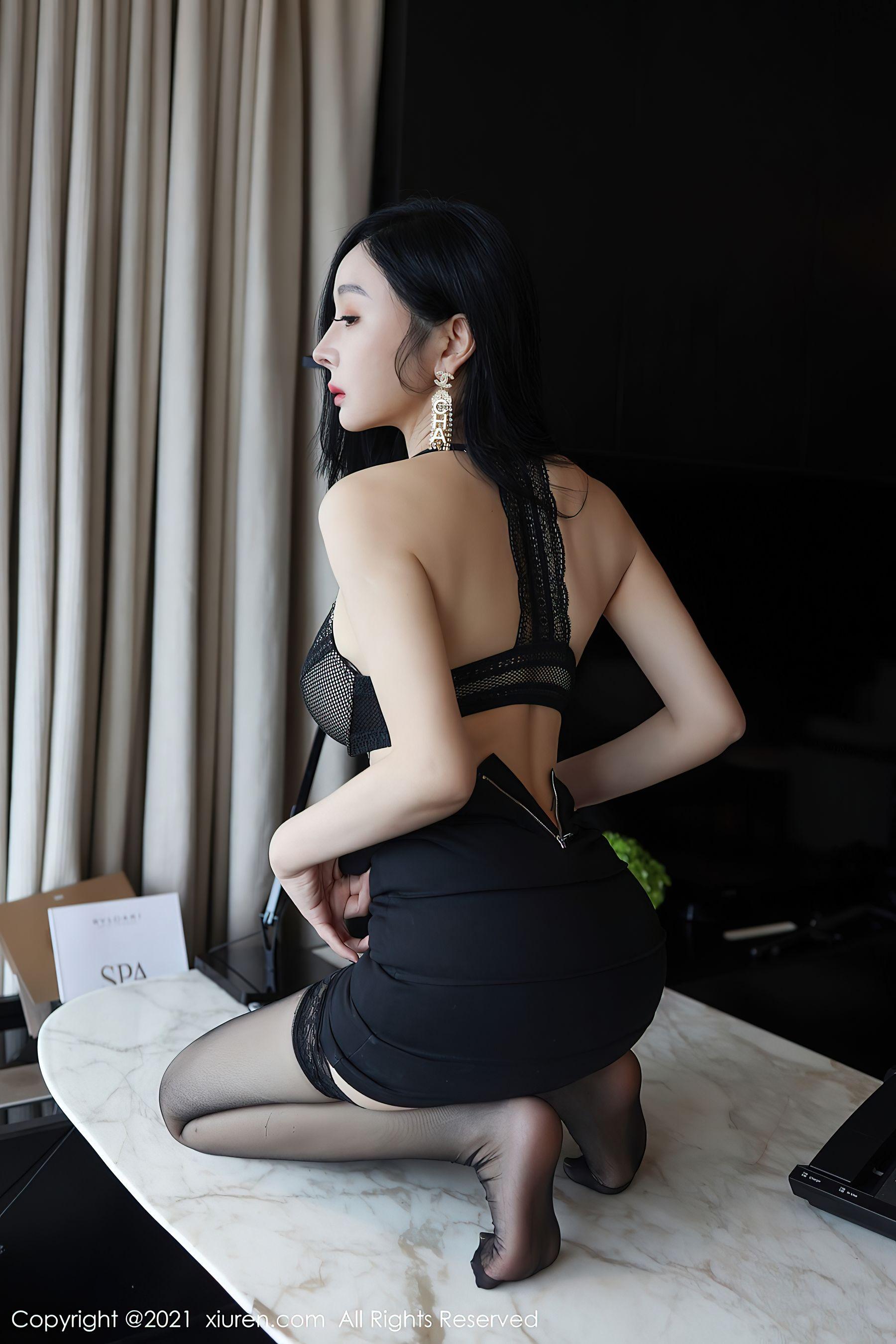 VOL.1702 [秀人网]女秘书黑丝制服白领丽人:允爾(允尔)超高清写真套图(61P)