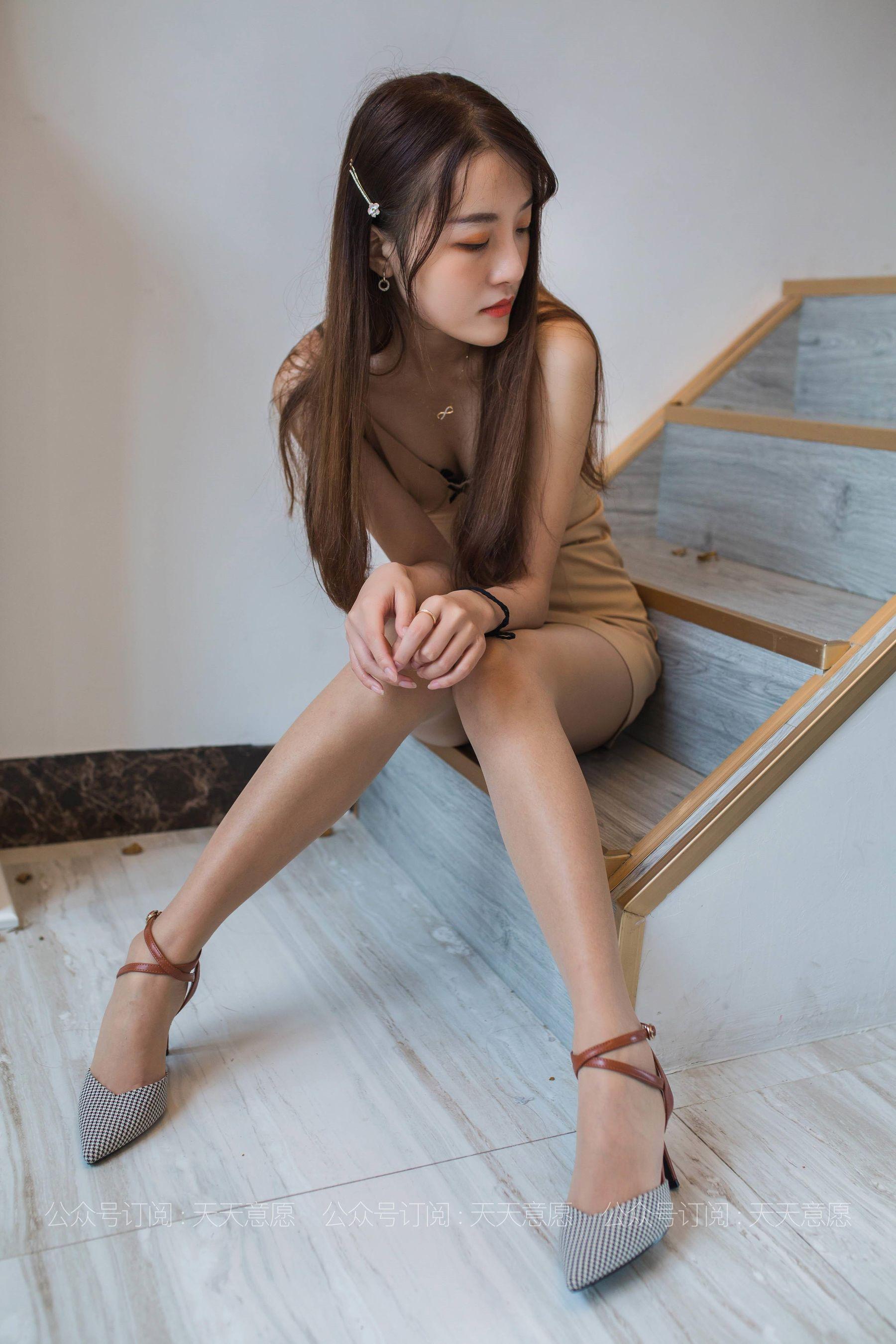 VOL.1120 [异思趣向丝享家]肉丝袜美脚:婉萍超高清写真套图(90P)