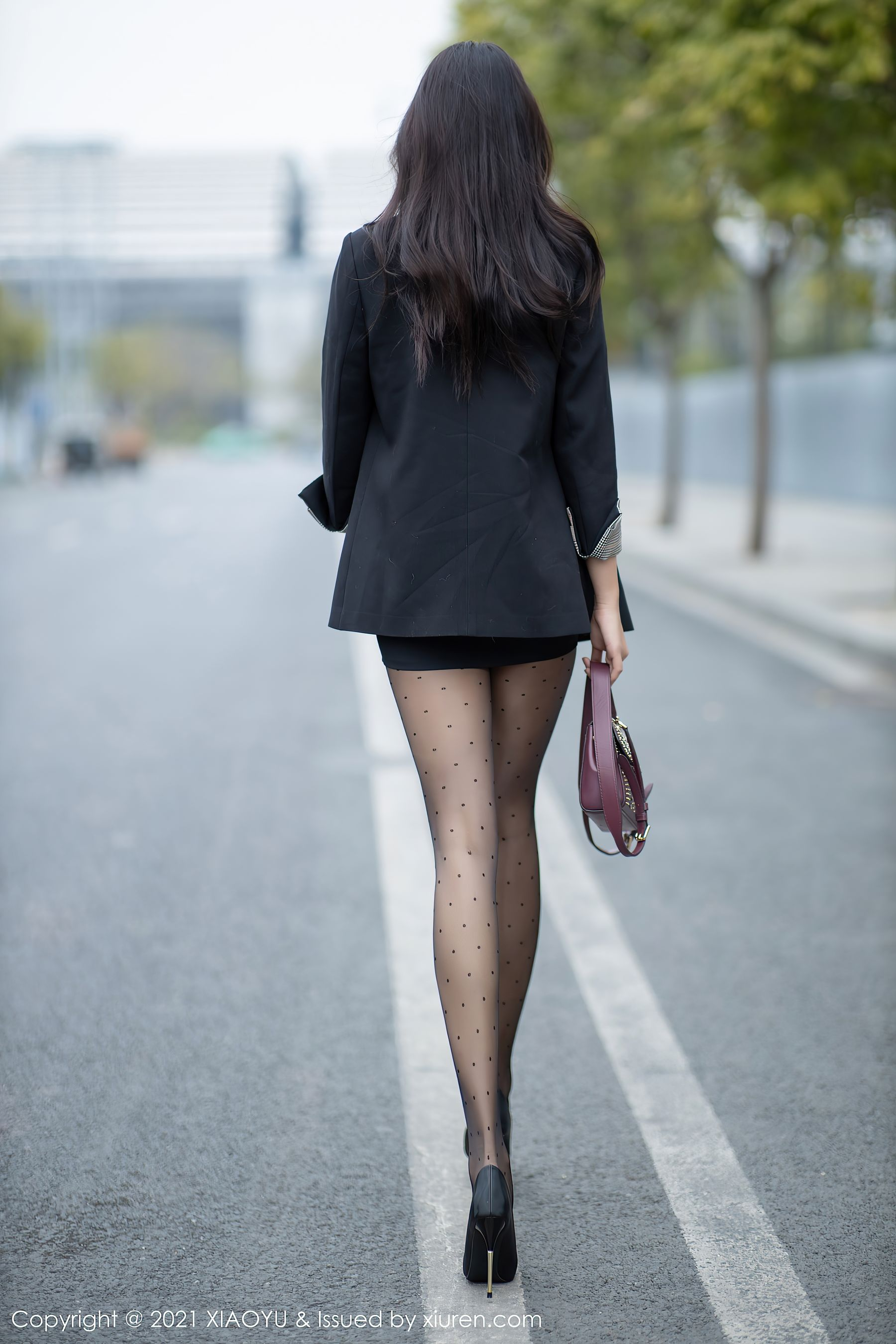 VOL.594 [语画界]街拍黑丝街拍美腿白领丽人:小娜比(模特小娜比)超高清写真套图(80P)