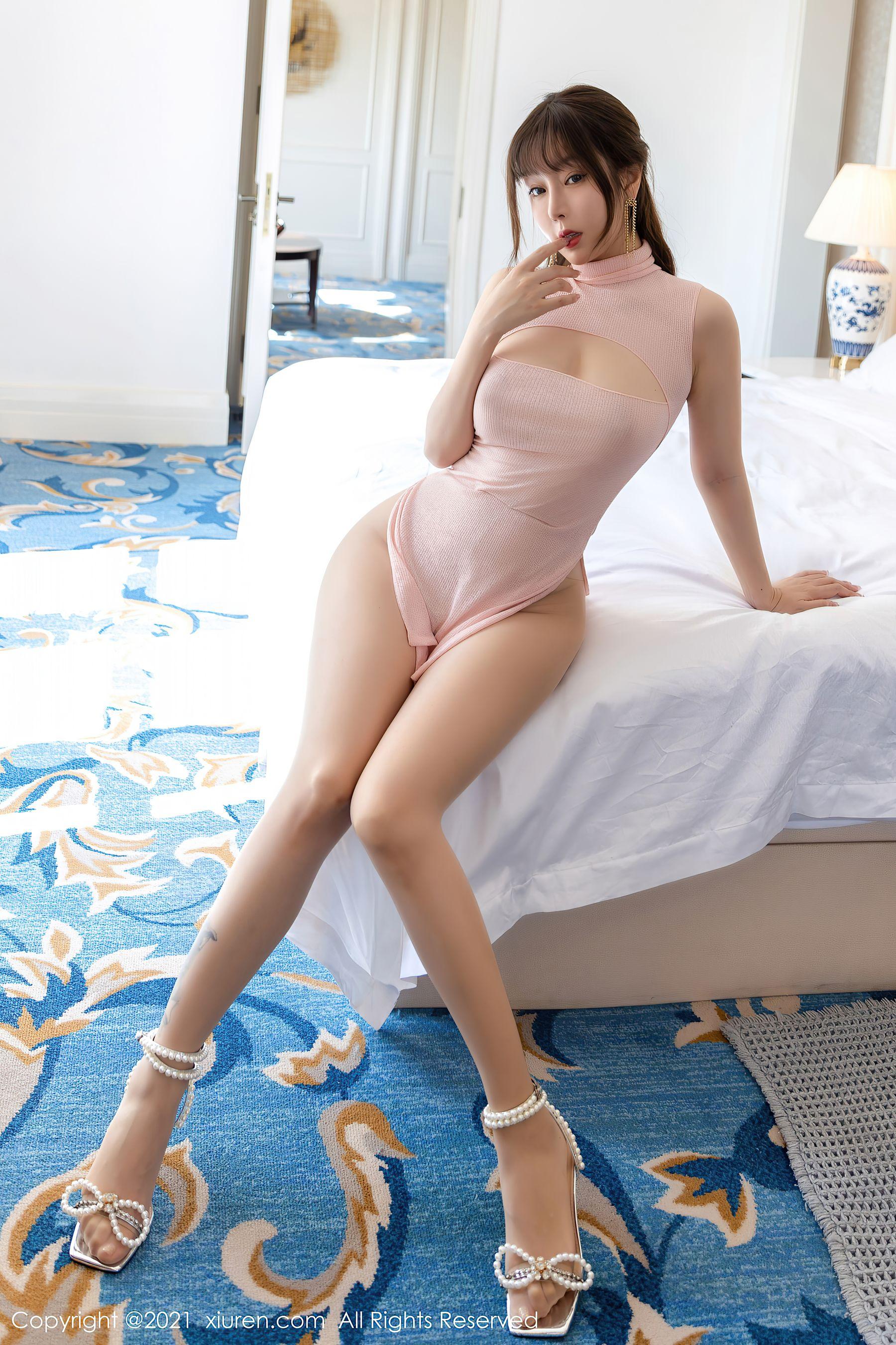 VOL.317 [秀人网]尤物魅惑美女顶级少妇:王雨纯(王语纯)超高清写真套图(64P)