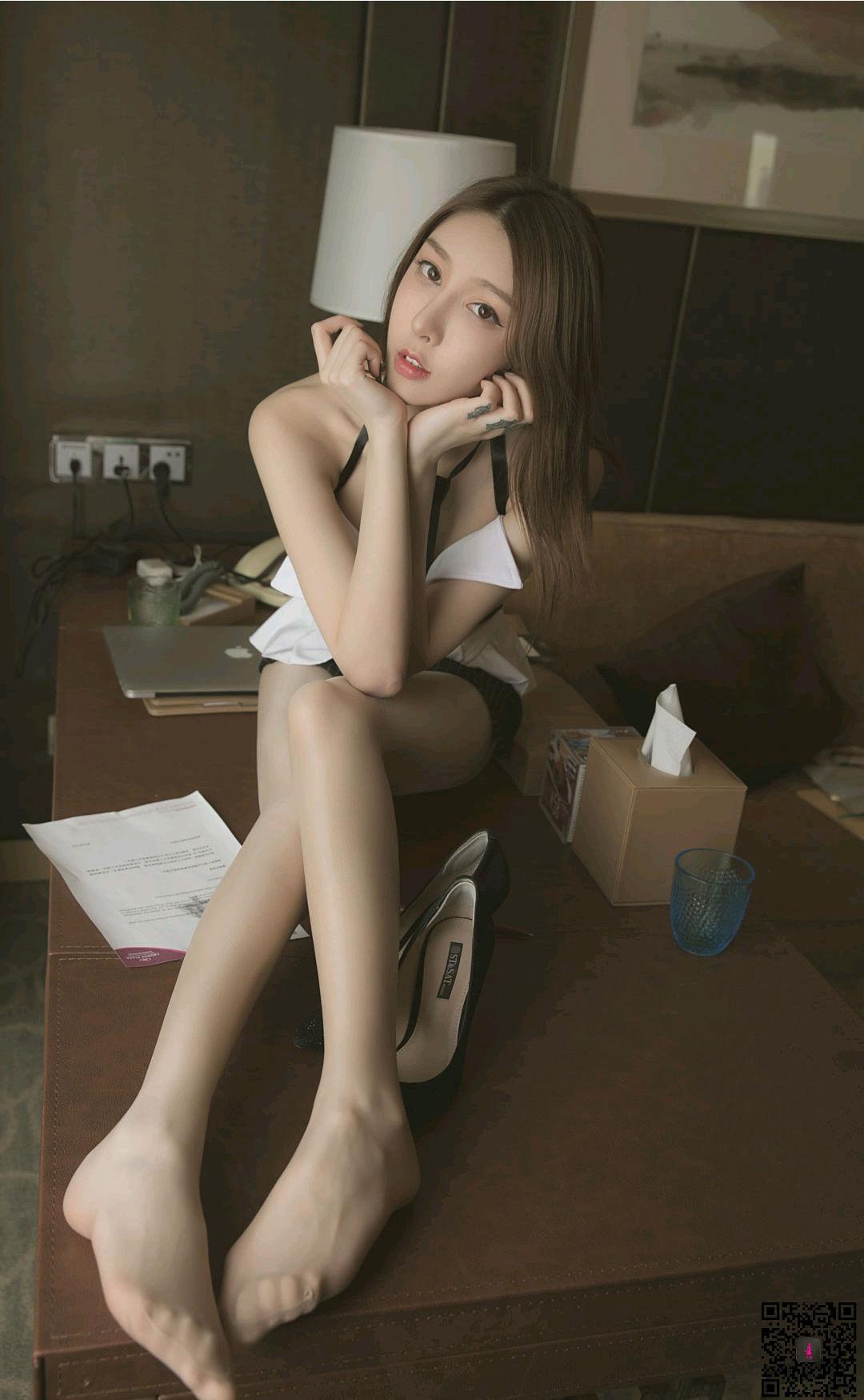 VOL.1091 [LD零度]女秘书:丽柜兔子(腿模兔子,足模兔子,LIGUI兔子)高品质写真套图(54P)