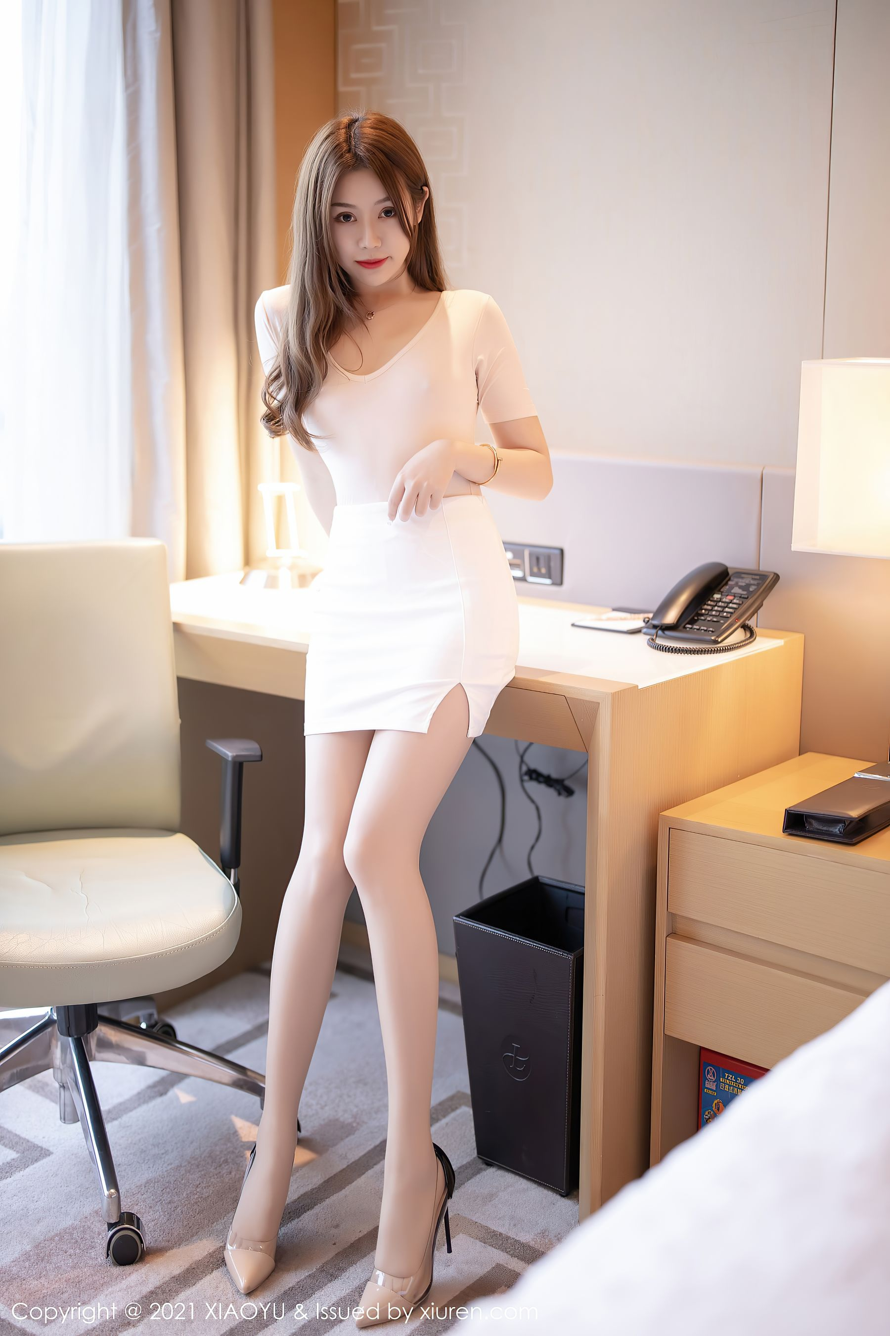 VOL.1844 [语画界]美腿翘臀白领丽人:梦梵(模特梦梵)超高清写真套图(71P)