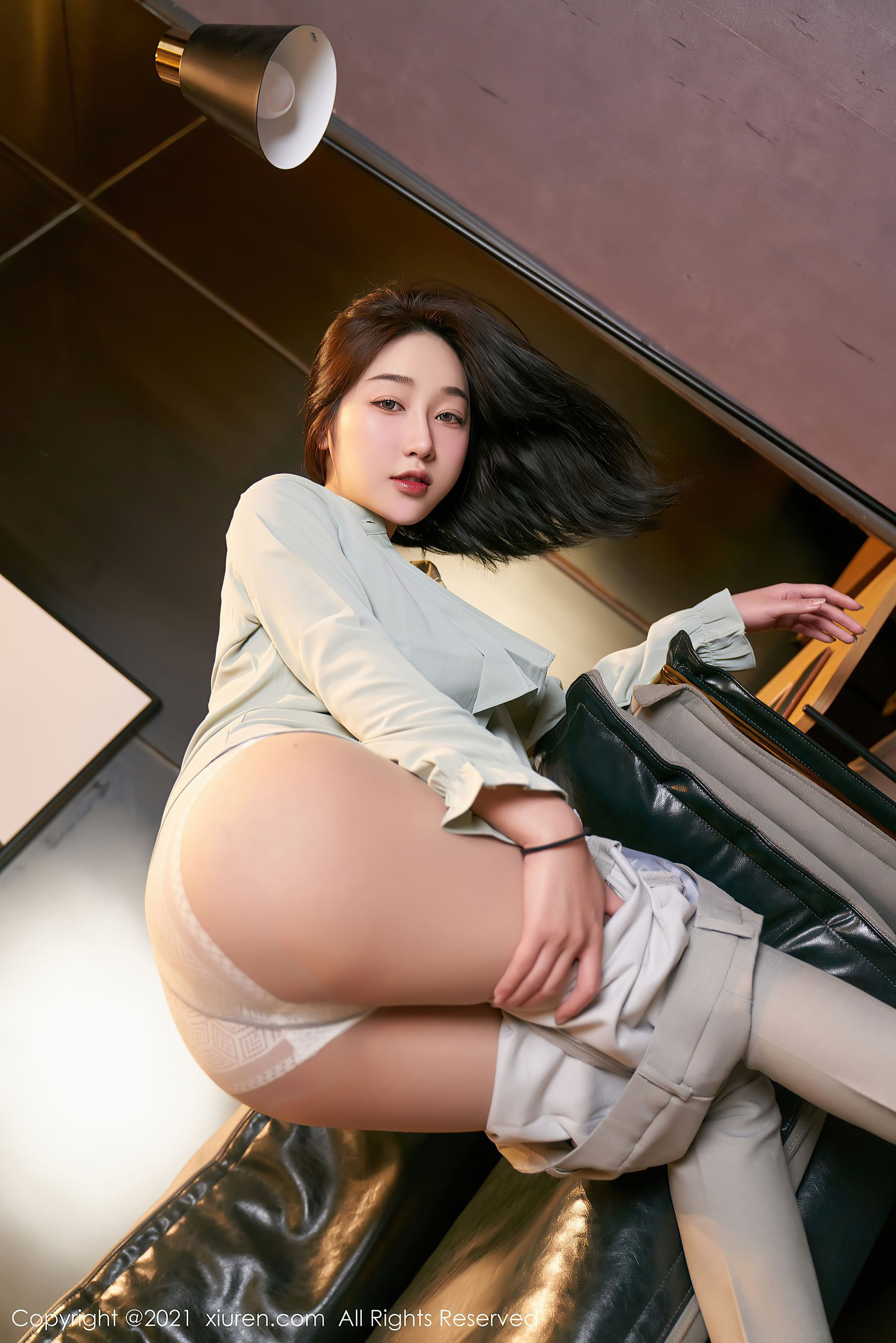 VOL.1529 [秀人网]职业装紧身裤白领丽人:九月生(小九月)超高清写真套图(100P)