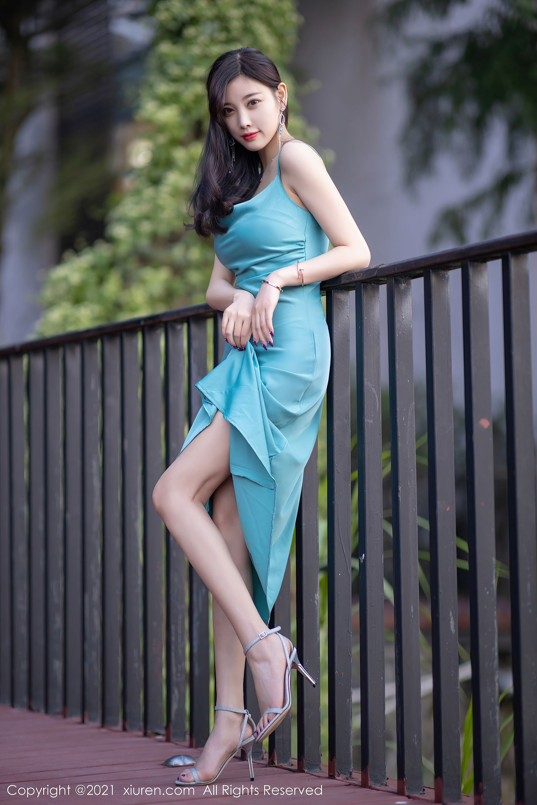 VOL.1267 [秀人网]长裙优雅美女轻熟女吊带:杨晨晨(sugar小甜心CC,杨晨晨sugar)超高清写真套图(67P)