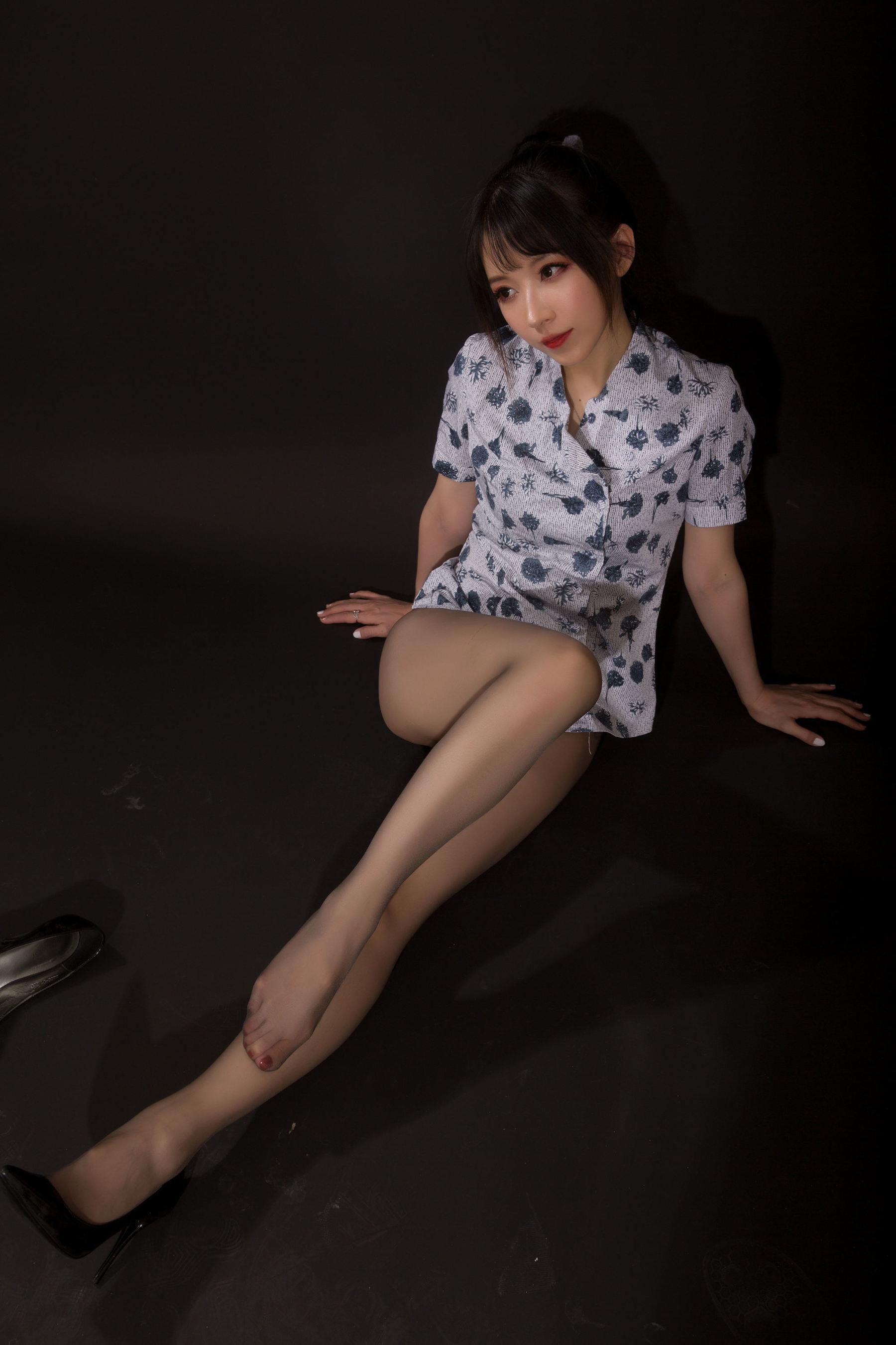 VOL.839 [网络美女]空姐制服:小女巫露娜超高清写真套图(21P)