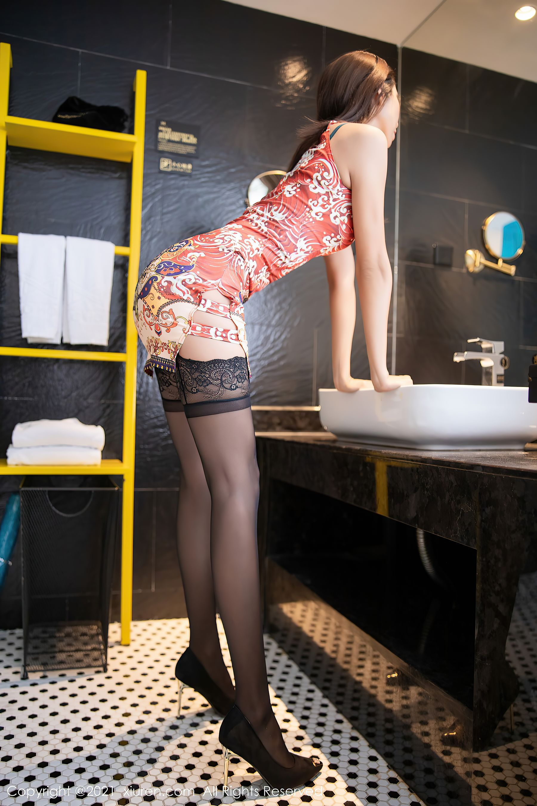 VOL.924 [秀人网]丝袜女郎黑丝美腿:陈良玲(陈良玲Carry)超高清写真套图(68P)