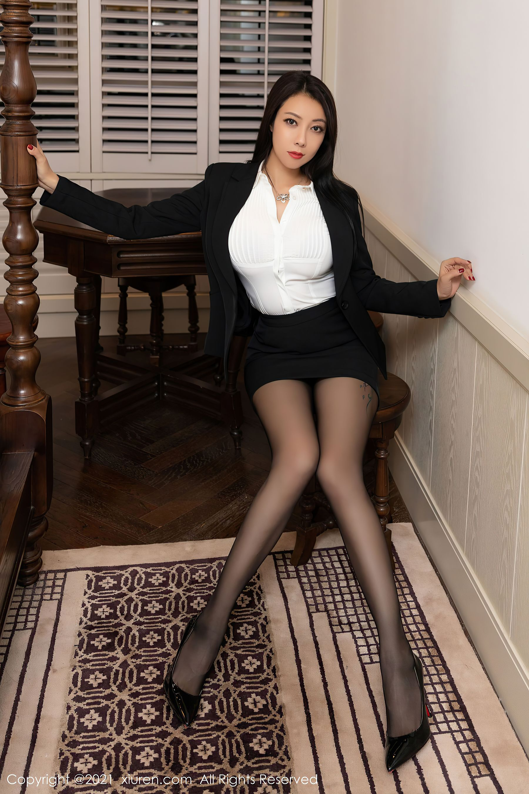 VOL.971 [秀人网]OL美女黑丝美腿黑丝诱惑:松果儿(闫雪松)超高清写真套图(58P)