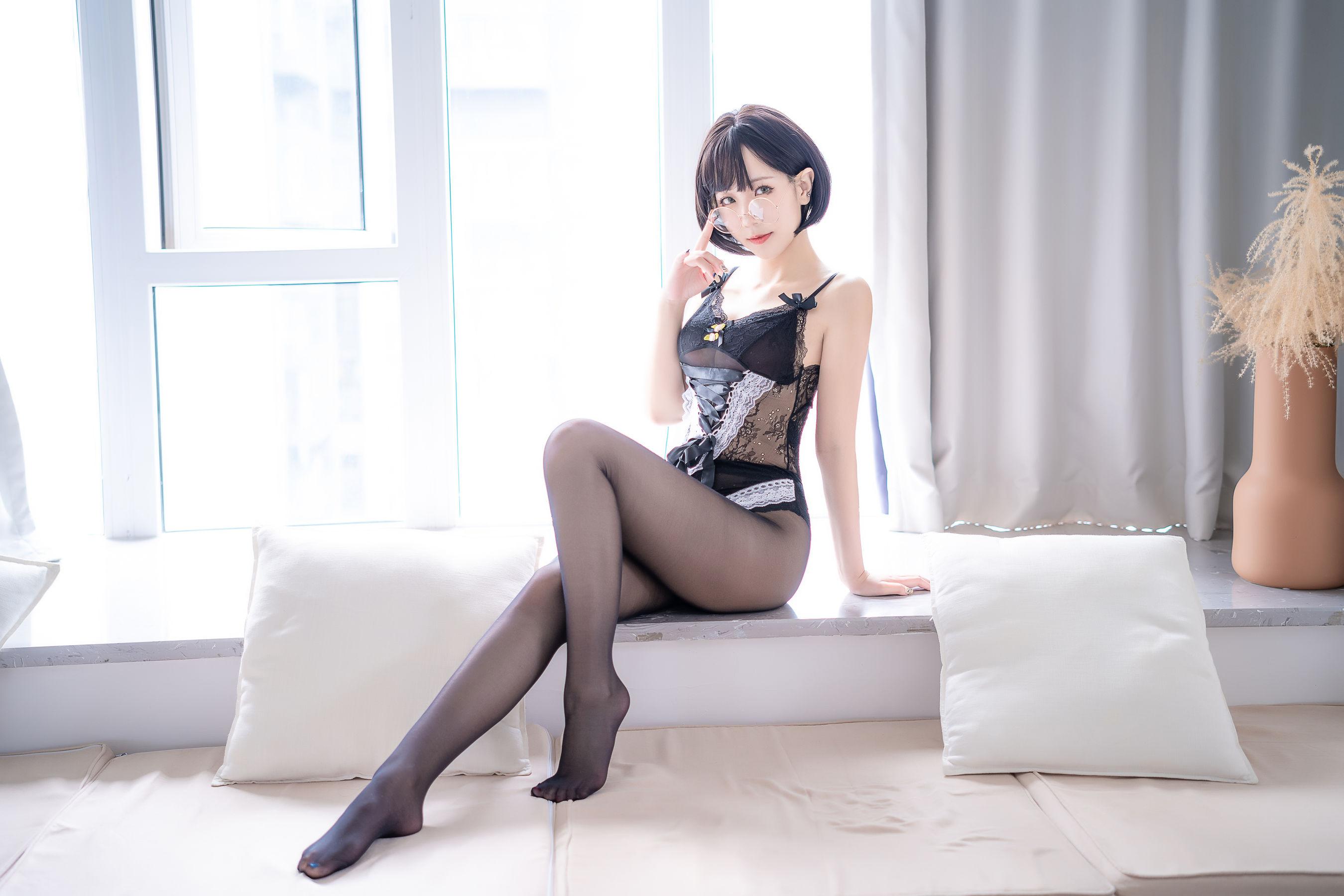 VOL.361 [网络美女]黑丝诱惑:蓝小沂(Coser蓝小沂KiKi)高品质写真套图(28P)