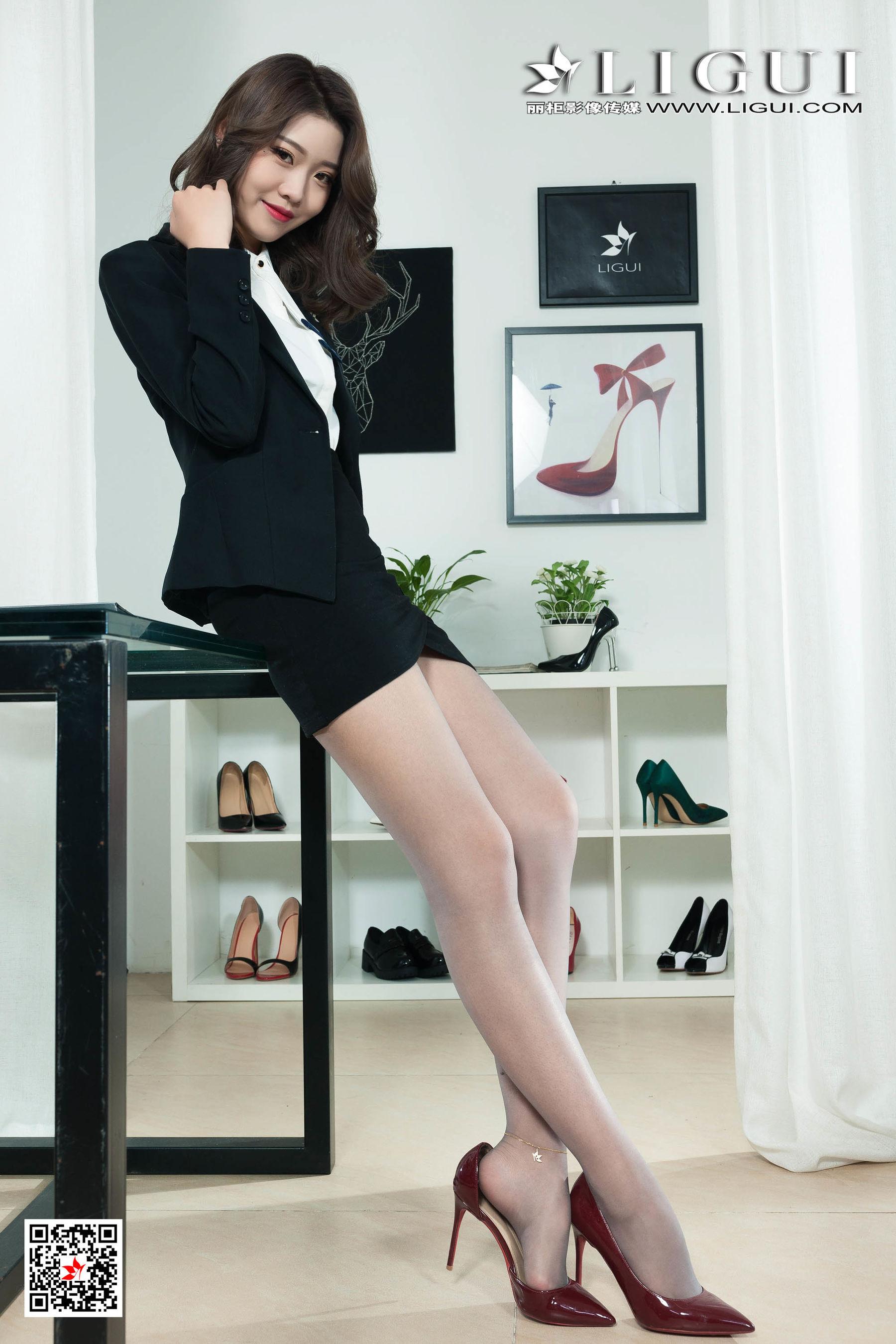 VOL.1746 [丽柜]极品女神丝袜美腿灰丝OL美女:钟情(钟晴)超高清写真套图(72P)