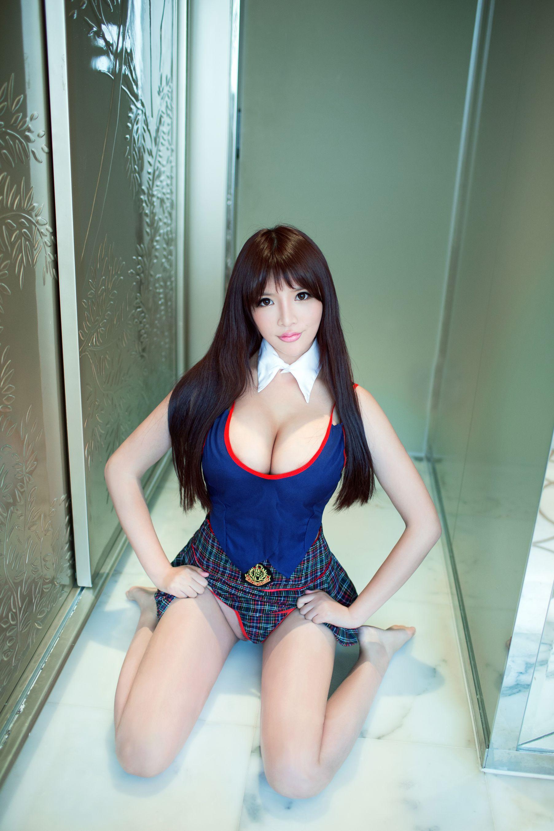 VOL.1249 [推女郎]美腿妹子嫩模美乳爆乳:王依萌(推女郎王依萌)超高清写真套图(28P)