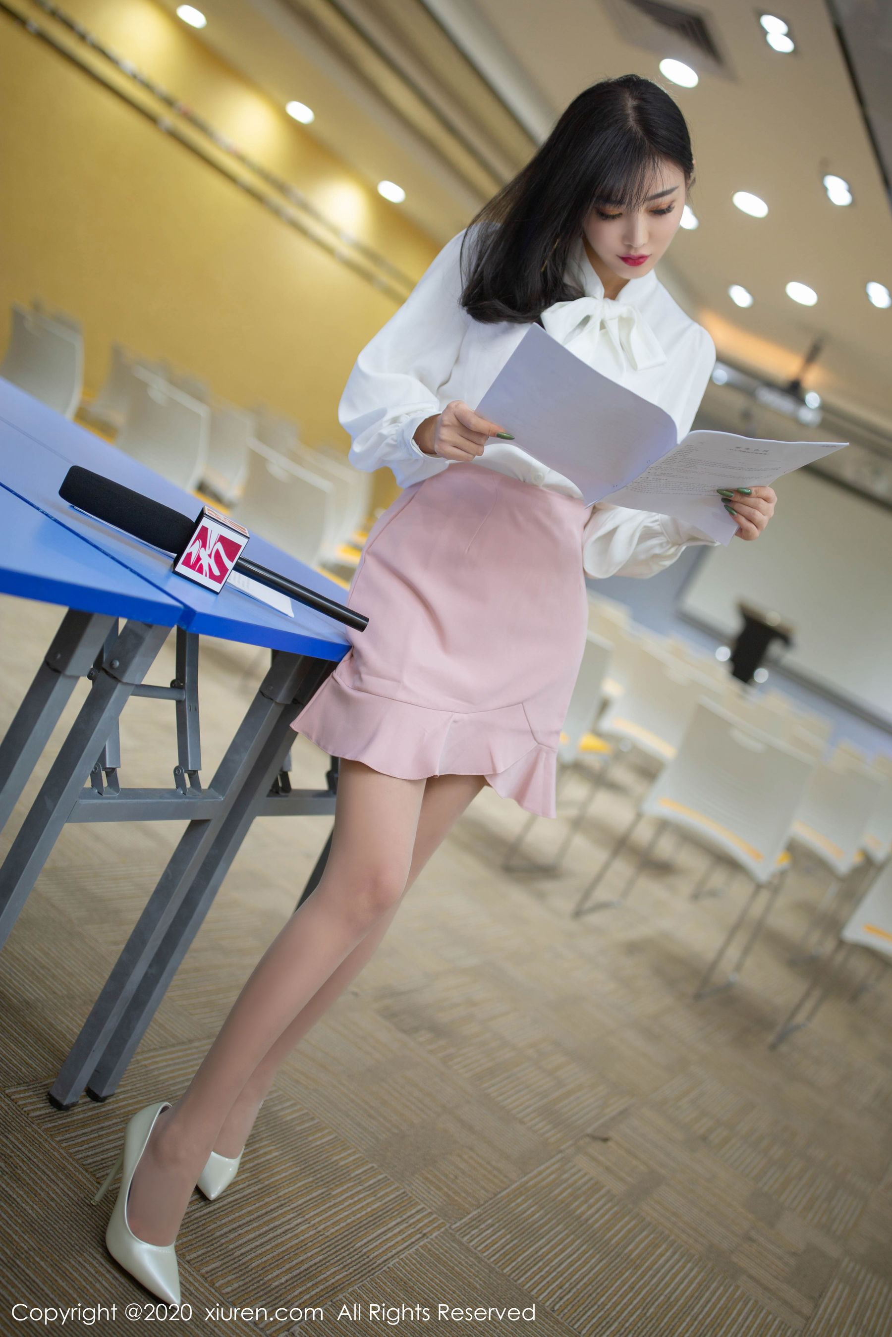 VOL.1145 [秀人网]美腿丝袜诱惑:杨晨晨(sugar小甜心CC,杨晨晨sugar)超高清写真套图(67P)