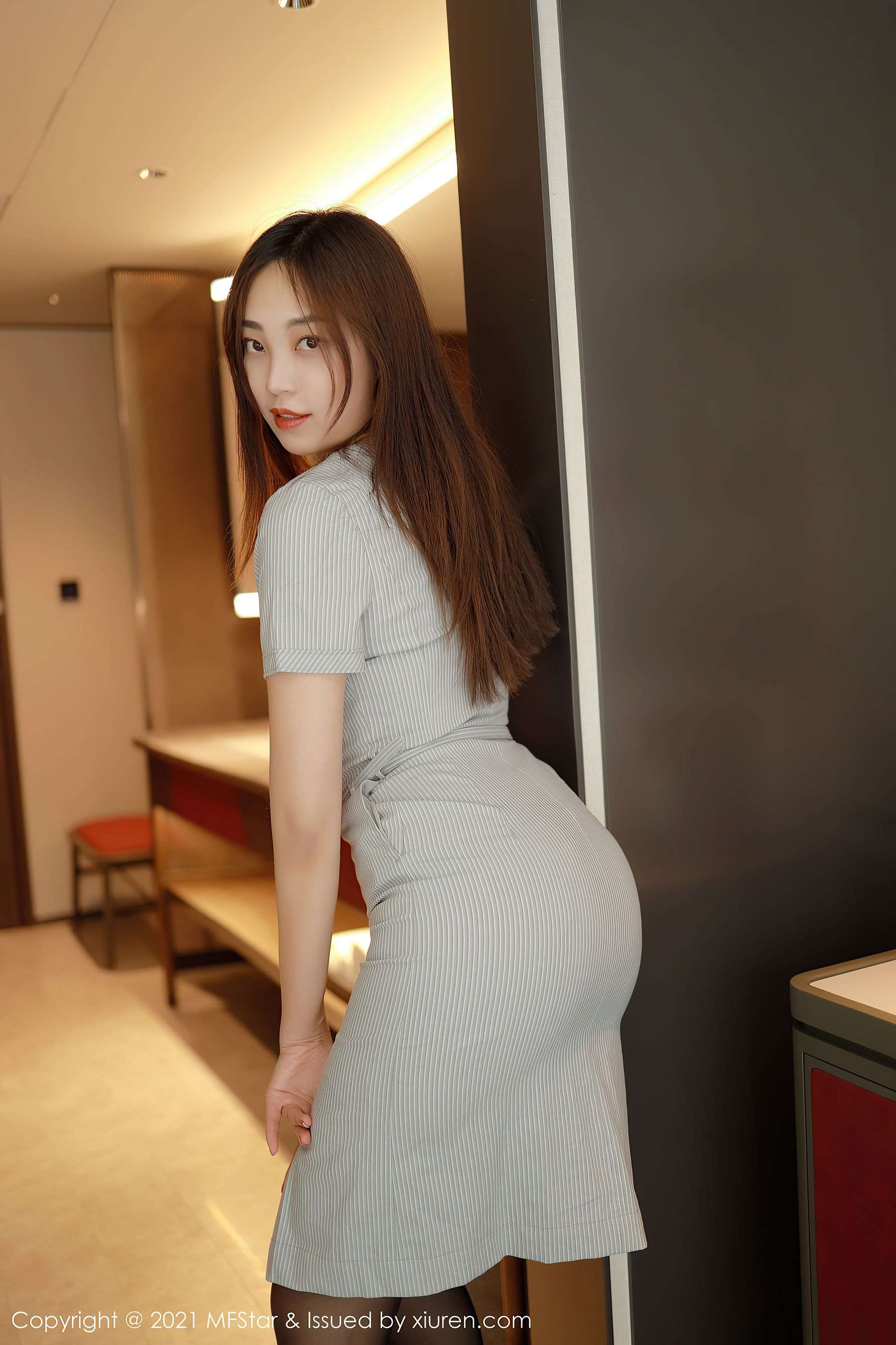 VOL.1485 [模范学院]翘臀空姐制服黑丝诱惑:郑颖姗(郑颖姗Bev)超高清写真套图(34P)
