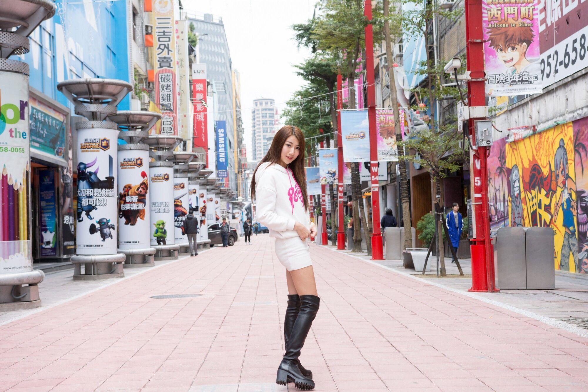VOL.1770 [台湾正妹]长靴美女街拍美臀街拍美腿:张嘉庭(啾比特)超高清个人性感漂亮大图(70P)