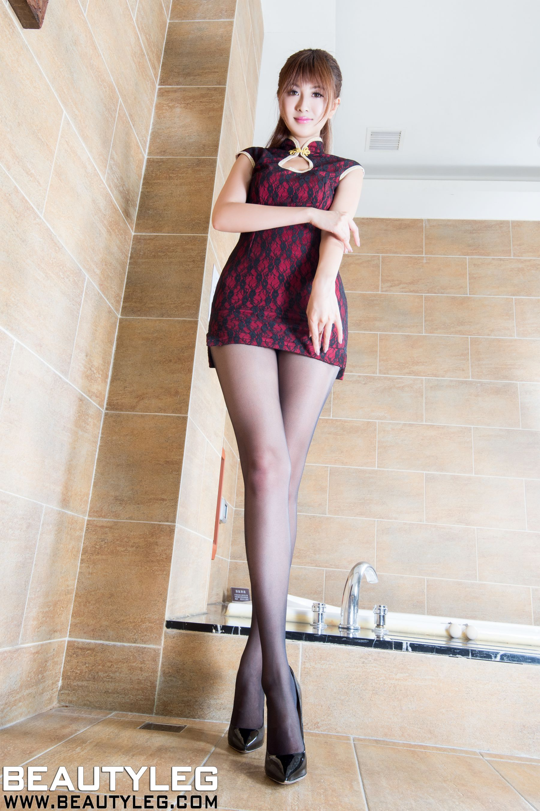 VOL.51 [Beautyleg]美腿旗袍:简晓育(腿模Vicni,晓育儿)超高清个人性感漂亮大图(50P)