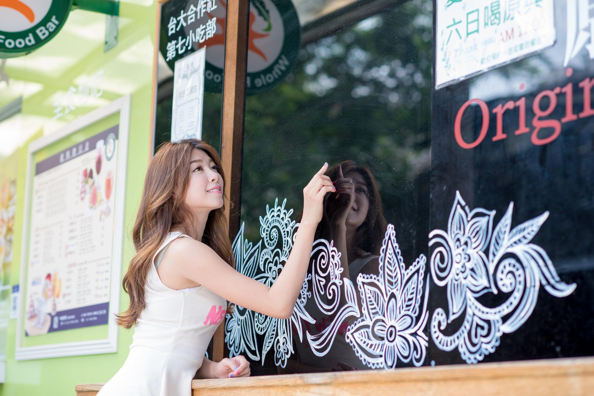 VOL.691 [台湾正妹]清新阳光正妹软妹:简嘉莹(小紫)超高清个人性感漂亮大图(49P)