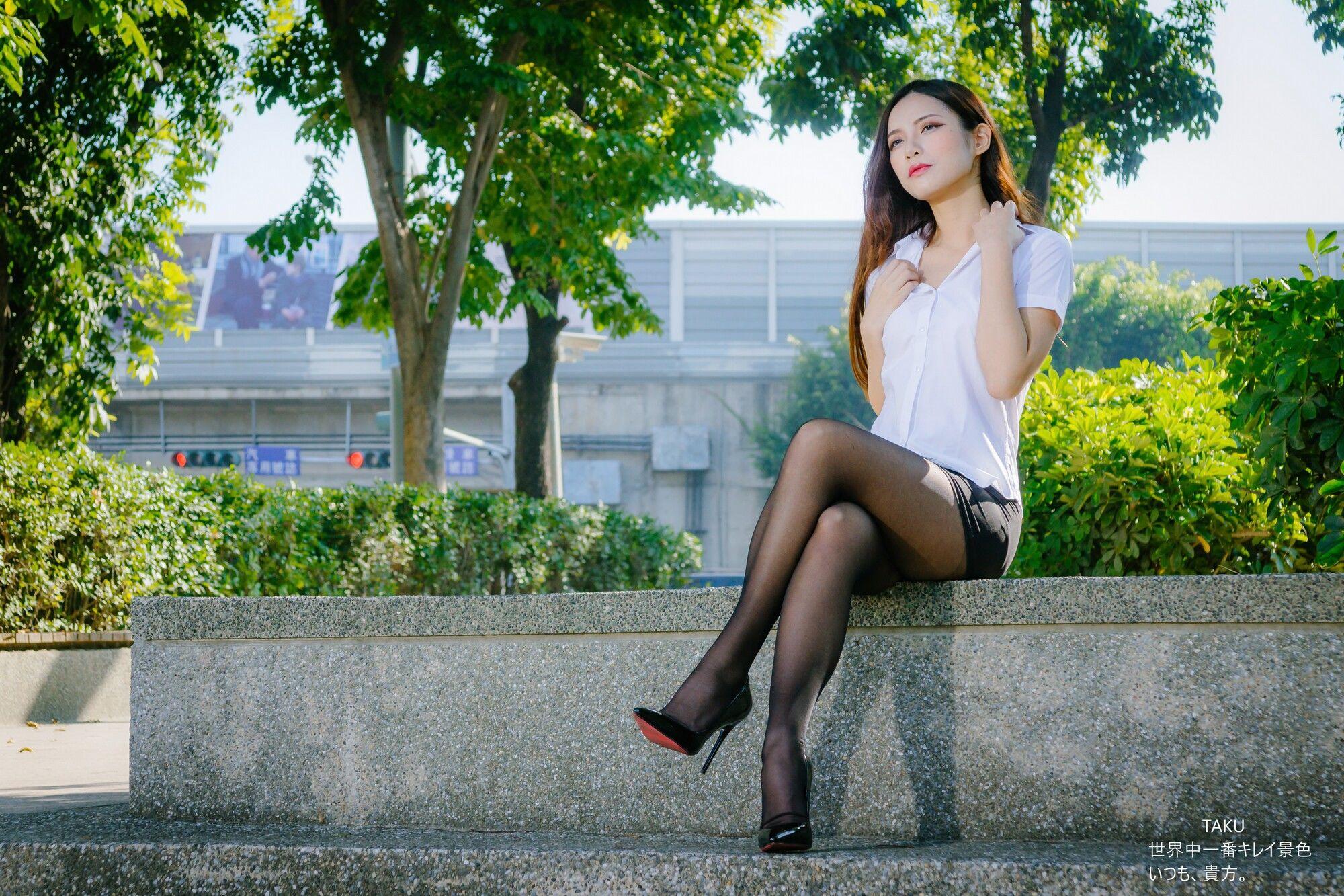 VOL.488 [台湾正妹]丝袜美腿黑丝OL美女街拍美臀:黄书庭(黃書庭Vivibabier)超高清个人性感漂亮大图(48P)
