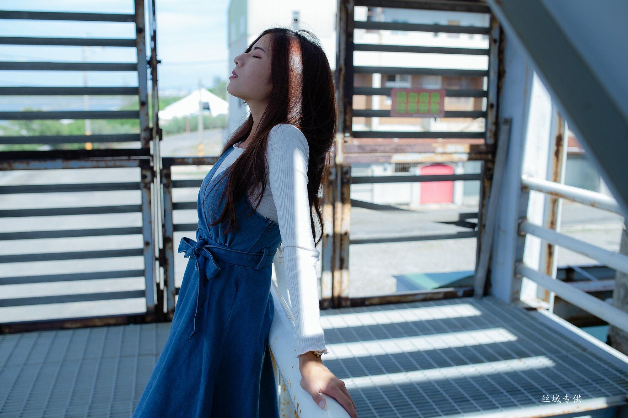 VOL.1483 [台湾正妹]长裙清纯高贵优雅美女:方唯真(Chubby唯真)超高清个人性感漂亮大图(55P)