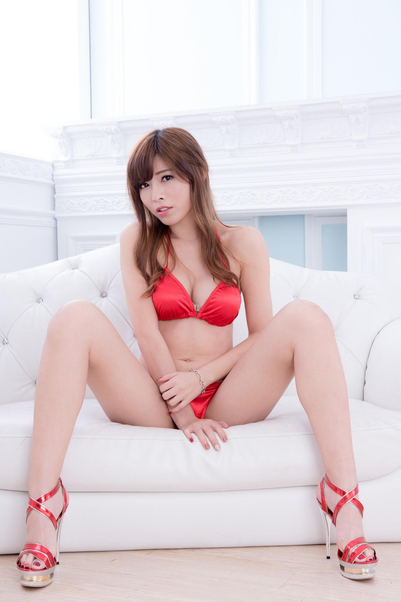 VOL.1841 [台湾正妹]美腿熟女:廖坎蒂(冰山美人)超高清个人性感漂亮大图(31P)