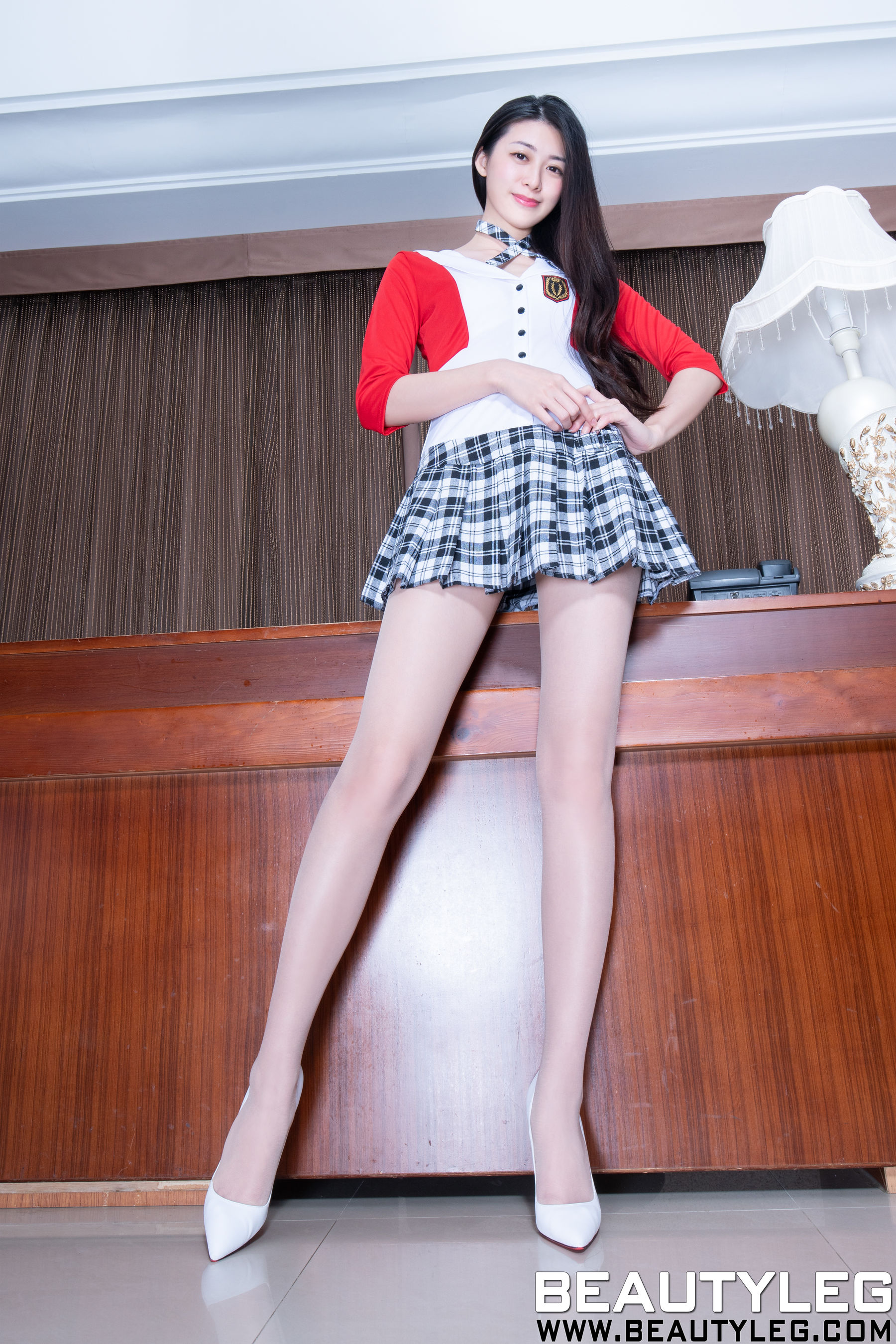 VOL.926 [Beautyleg]肉丝袜长腿美女:蔡茵茵(腿模Flora)超高清个人性感漂亮大图(42P)