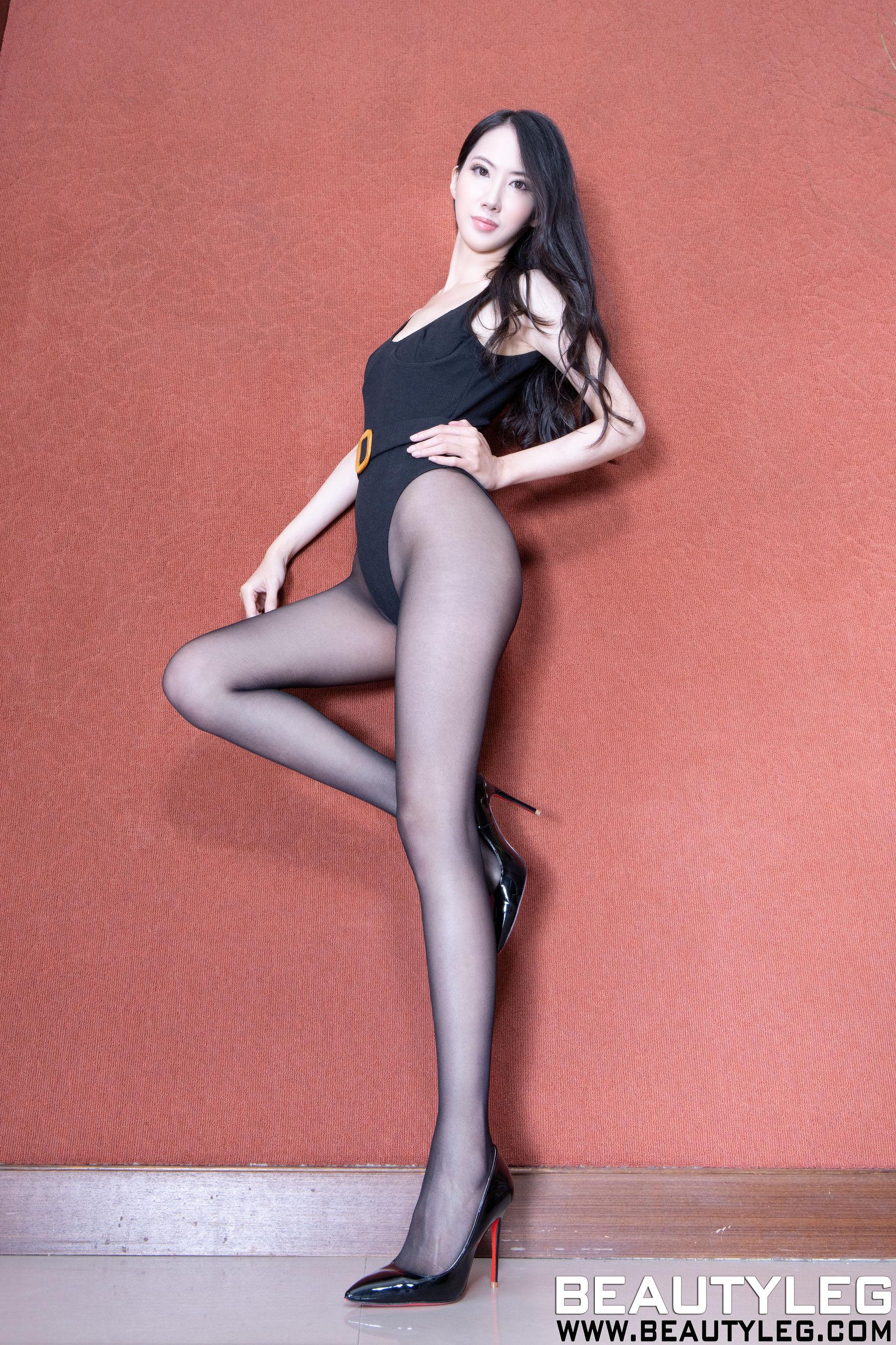 VOL.1870 [Beautyleg]黑丝美腿:童采萱(Beautyleg Yoyo,腿模Yoyo)超高清个人性感漂亮大图(23P)