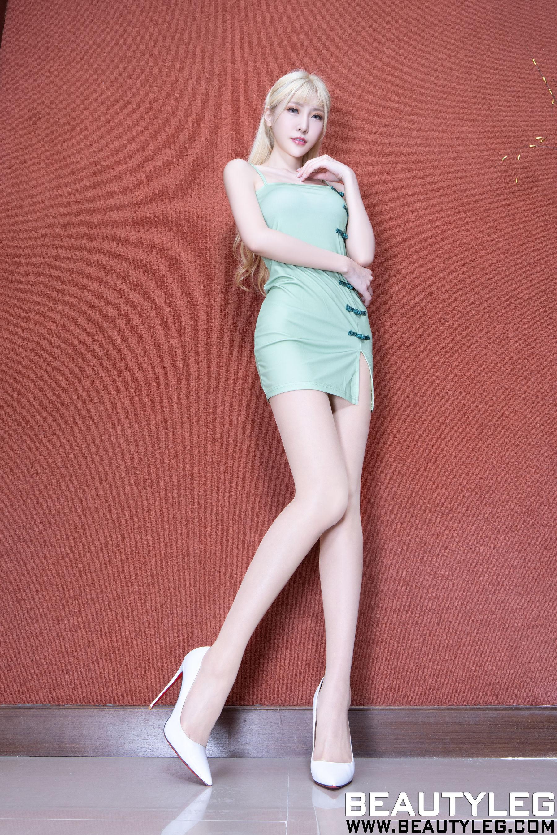 VOL.1706 [Beautyleg]金发丝袜制服:李小星(Beautyleg腿模Xin)超高清个人性感漂亮大图(43P)