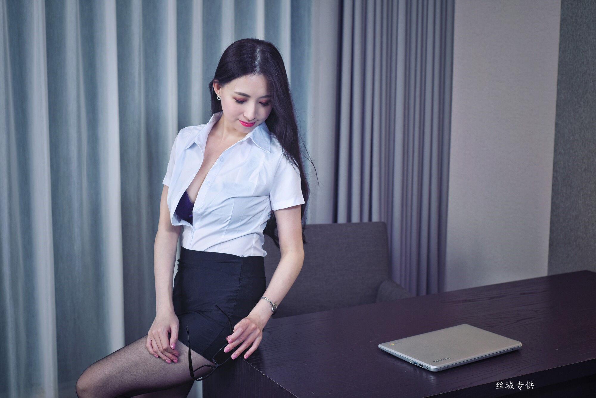 VOL.64 [台湾正妹]御姐白领丽人:雪菁超高清个人性感漂亮大图(56P)