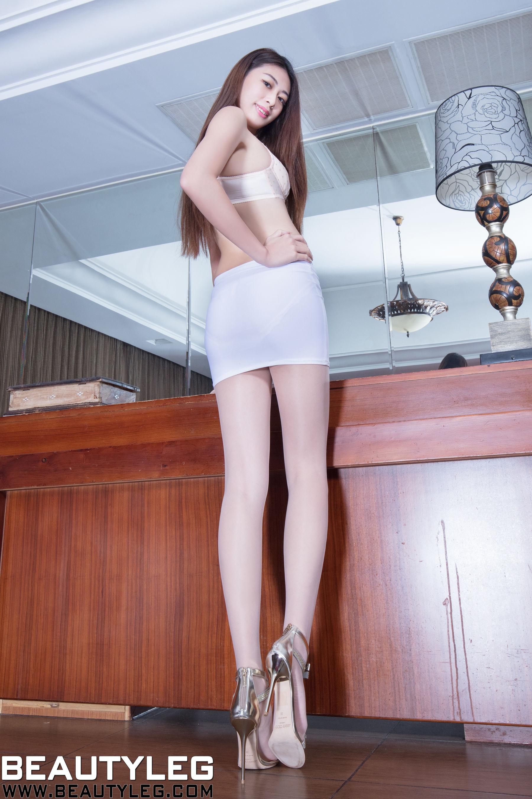 VOL.1571 [Beautyleg]丝袜美女丝袜美腿长腿美女:蔡茵茵(腿模Flora)超高清个人性感漂亮大图(47P)