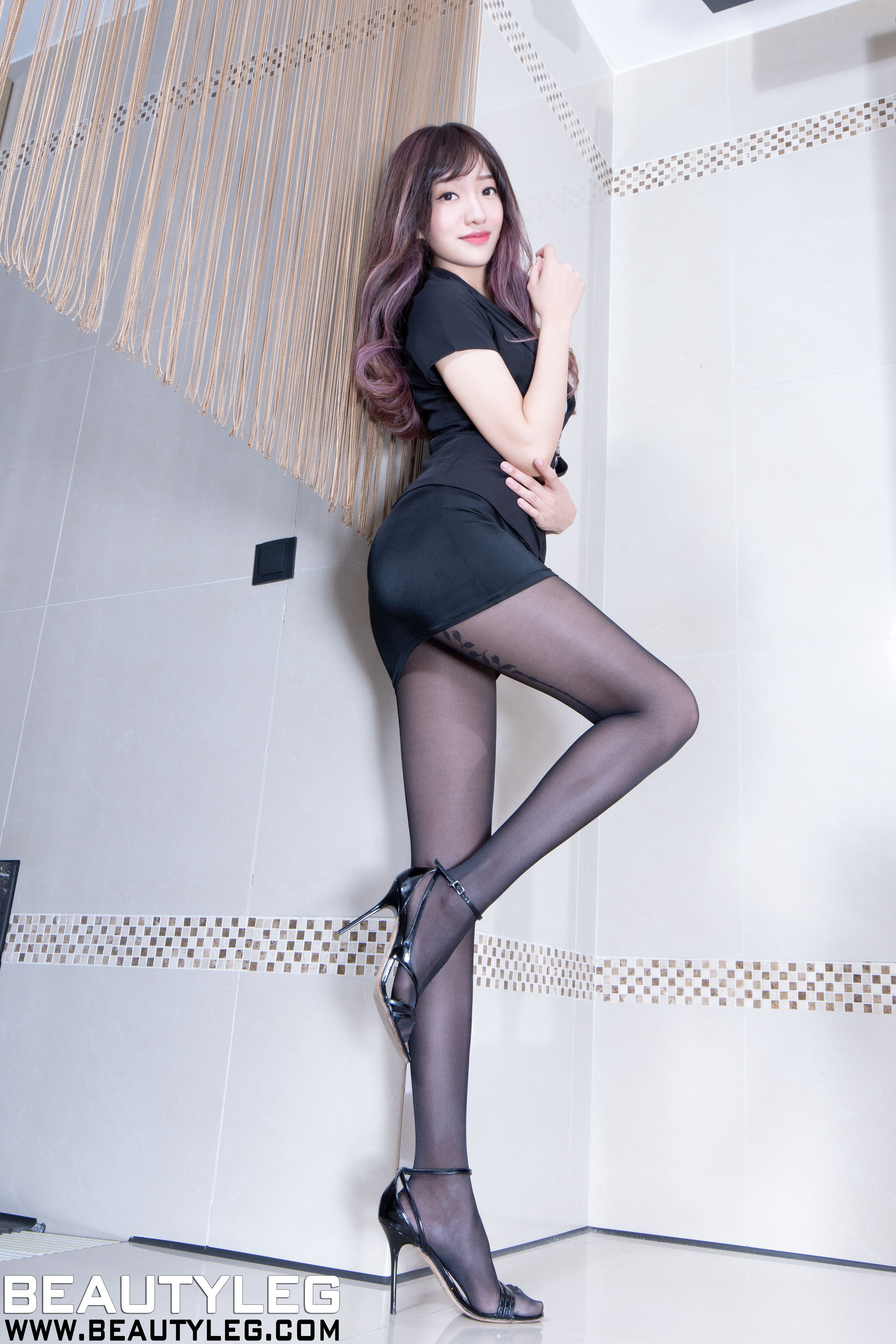 VOL.605 [Beautyleg]丝袜制服:欣洁(腿模Celia)超高清个人性感漂亮大图(48P)