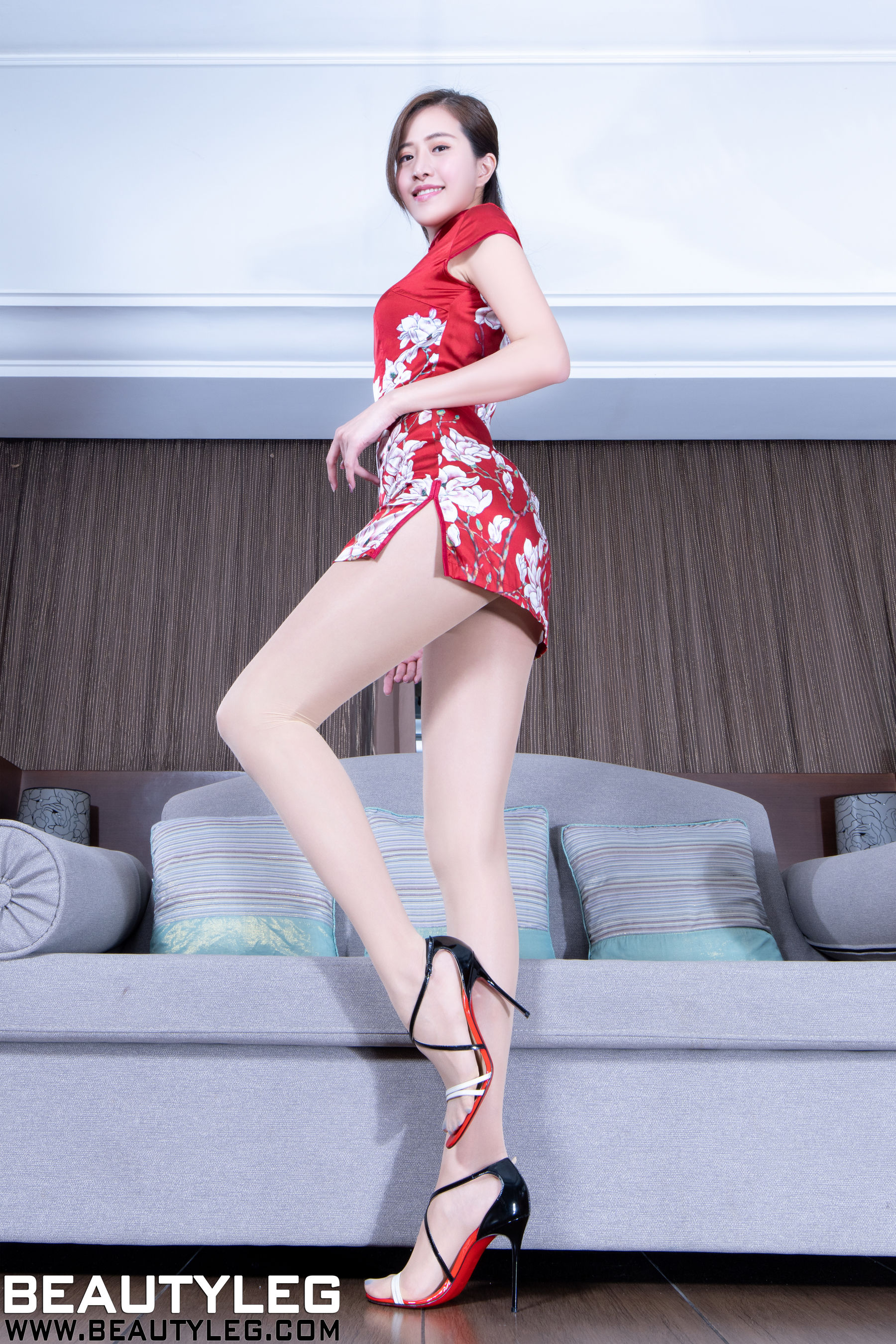 VOL.1307 [Beautyleg]丝袜美腿:张欣慈(腿模Olivia)超高清个人性感漂亮大图(33P)