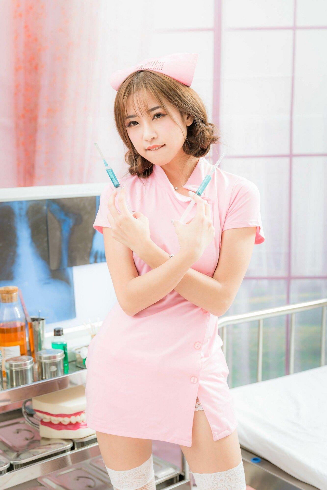 VOL.1159 [台湾正妹]圣诞粉嫩清纯护士制服:卡卡儿(CACA卡卡儿)超高清个人性感漂亮大图(21P)