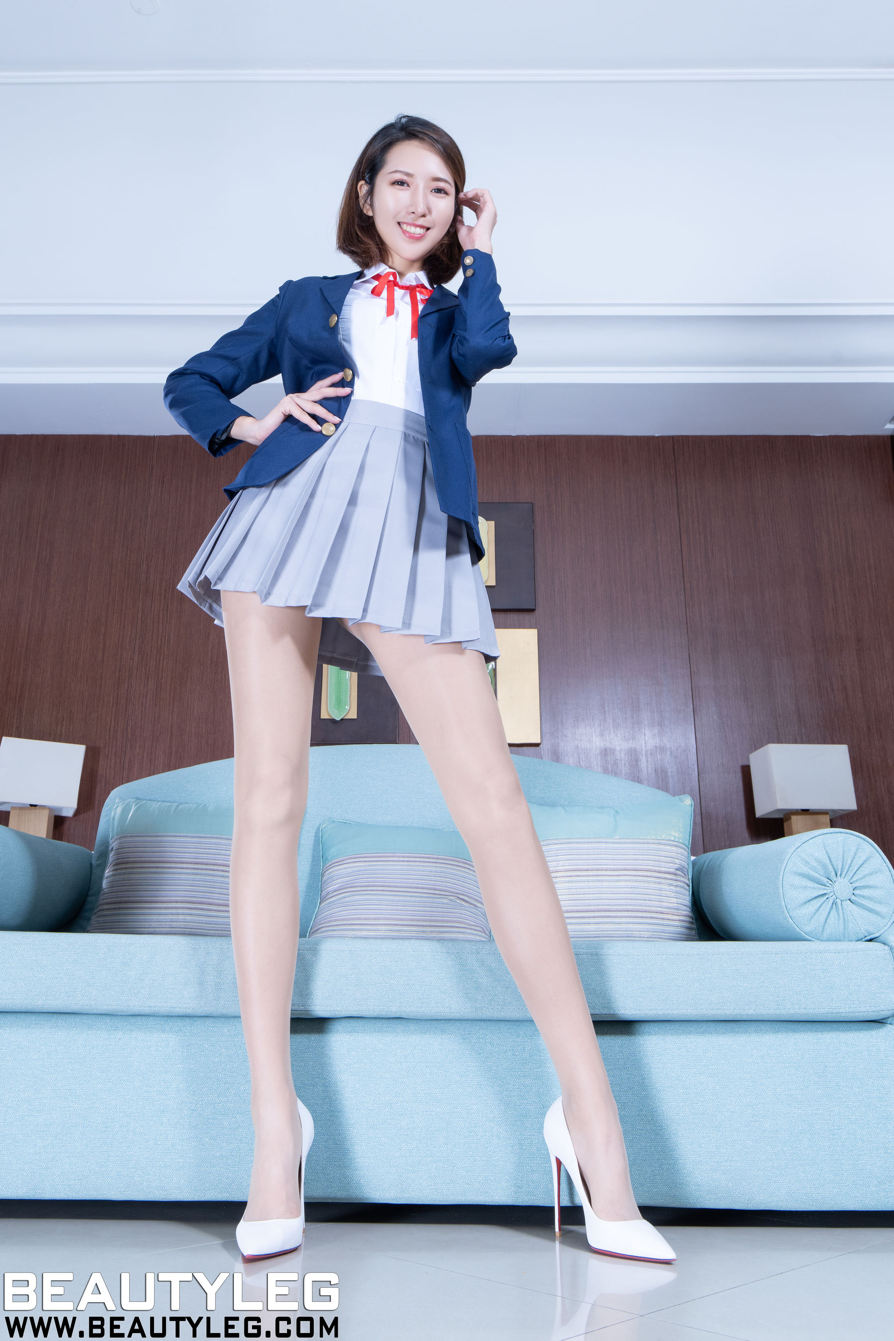 VOL.1209 [Beautyleg]丝袜制服:刘萱(腿模Iris)超高清个人性感漂亮大图(46P)